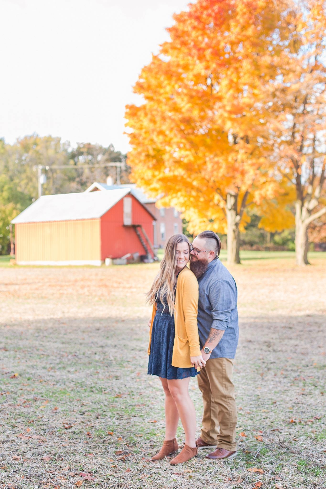 cozy-fall-engagement-photos-at-an-old-family-farm-in-monroe-michigan-by-courtney-carolyn-photography_0010.jpg