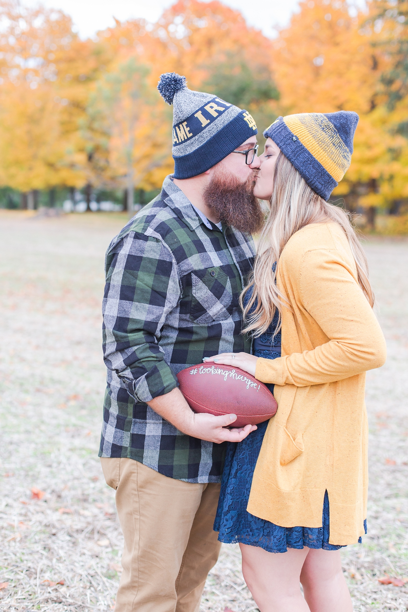cozy-fall-engagement-photos-at-an-old-family-farm-in-monroe-michigan-by-courtney-carolyn-photography_0014.jpg