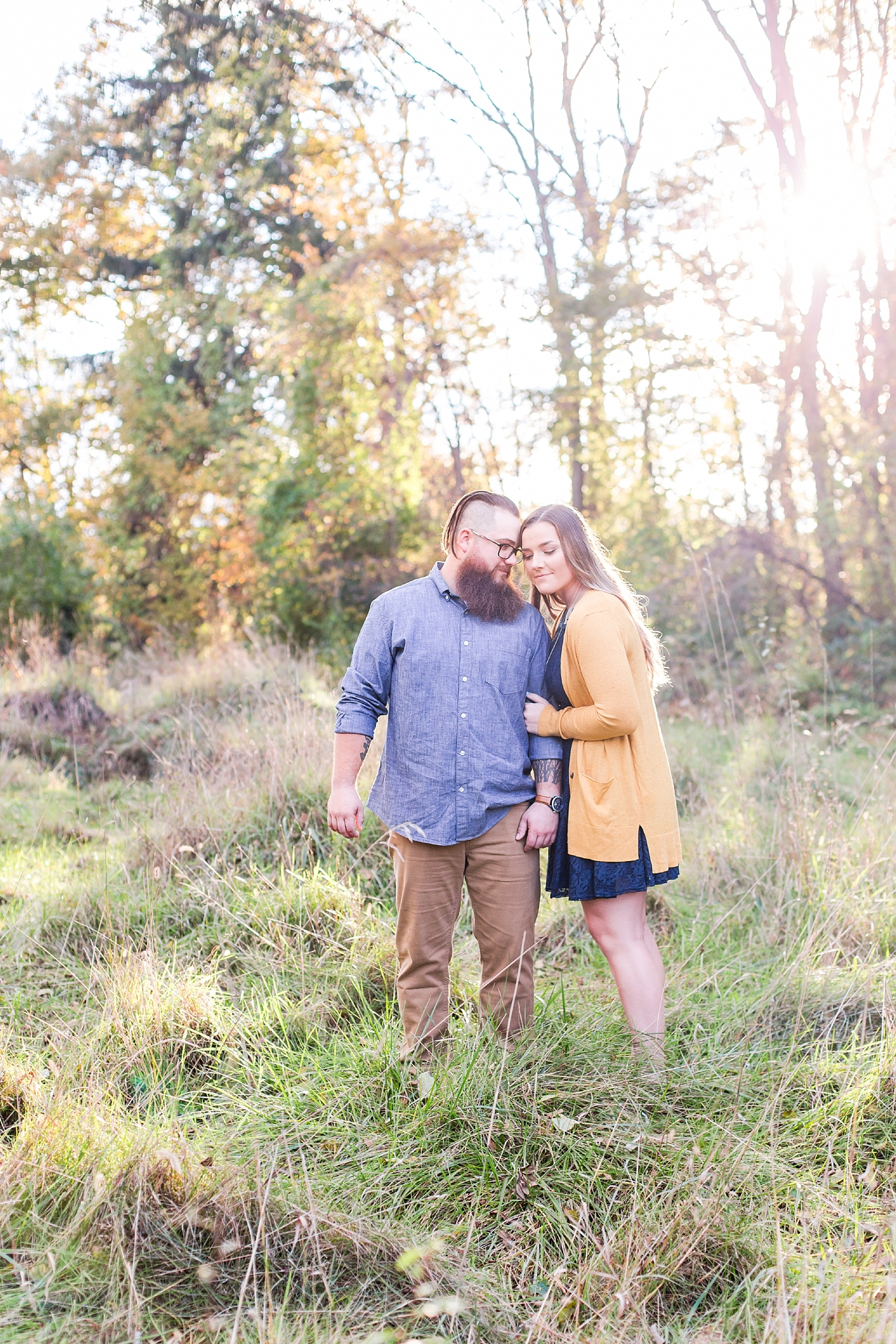 cozy-fall-engagement-photos-at-an-old-family-farm-in-monroe-michigan-by-courtney-carolyn-photography_0018.jpg