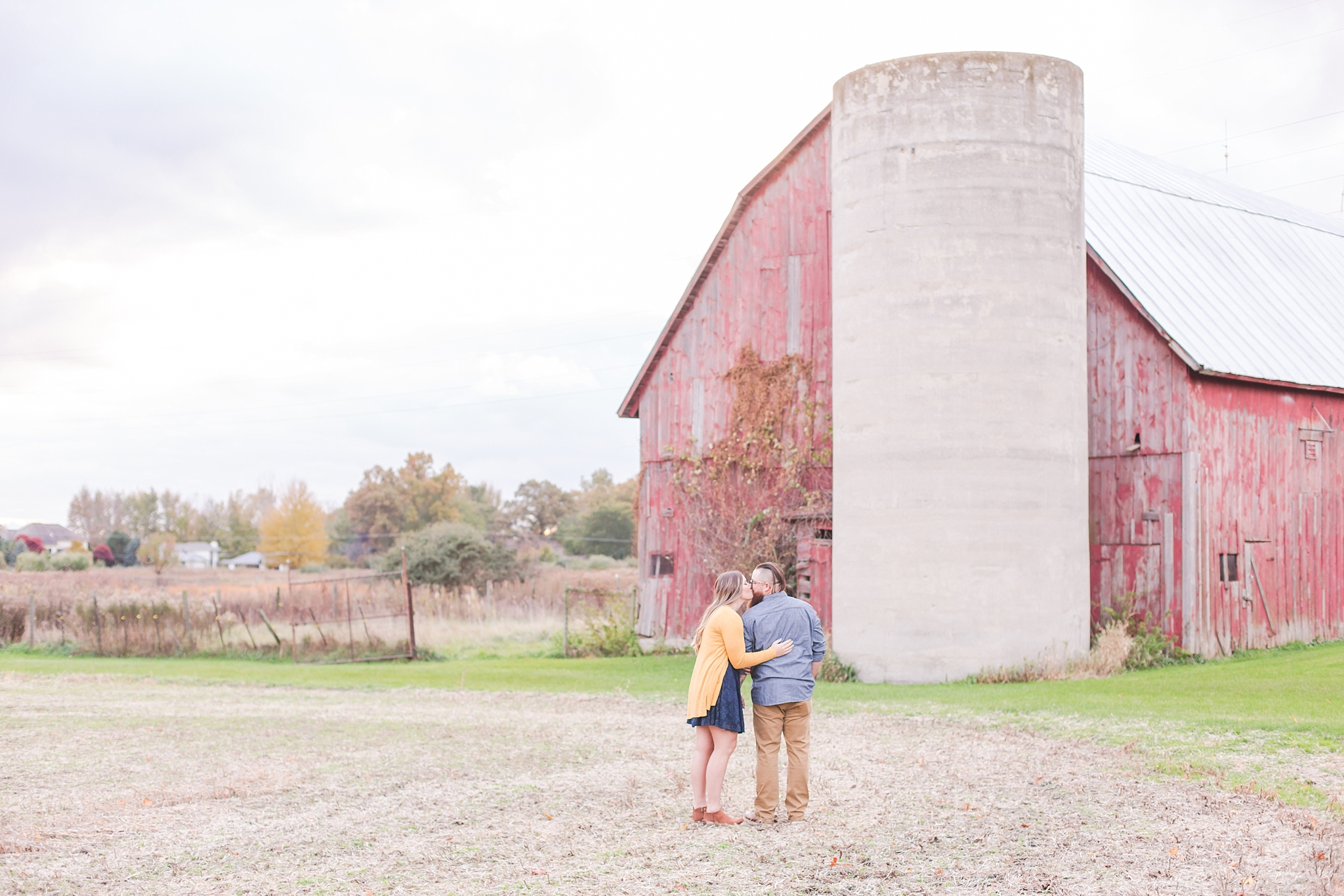 cozy-fall-engagement-photos-at-an-old-family-farm-in-monroe-michigan-by-courtney-carolyn-photography_0023.jpg