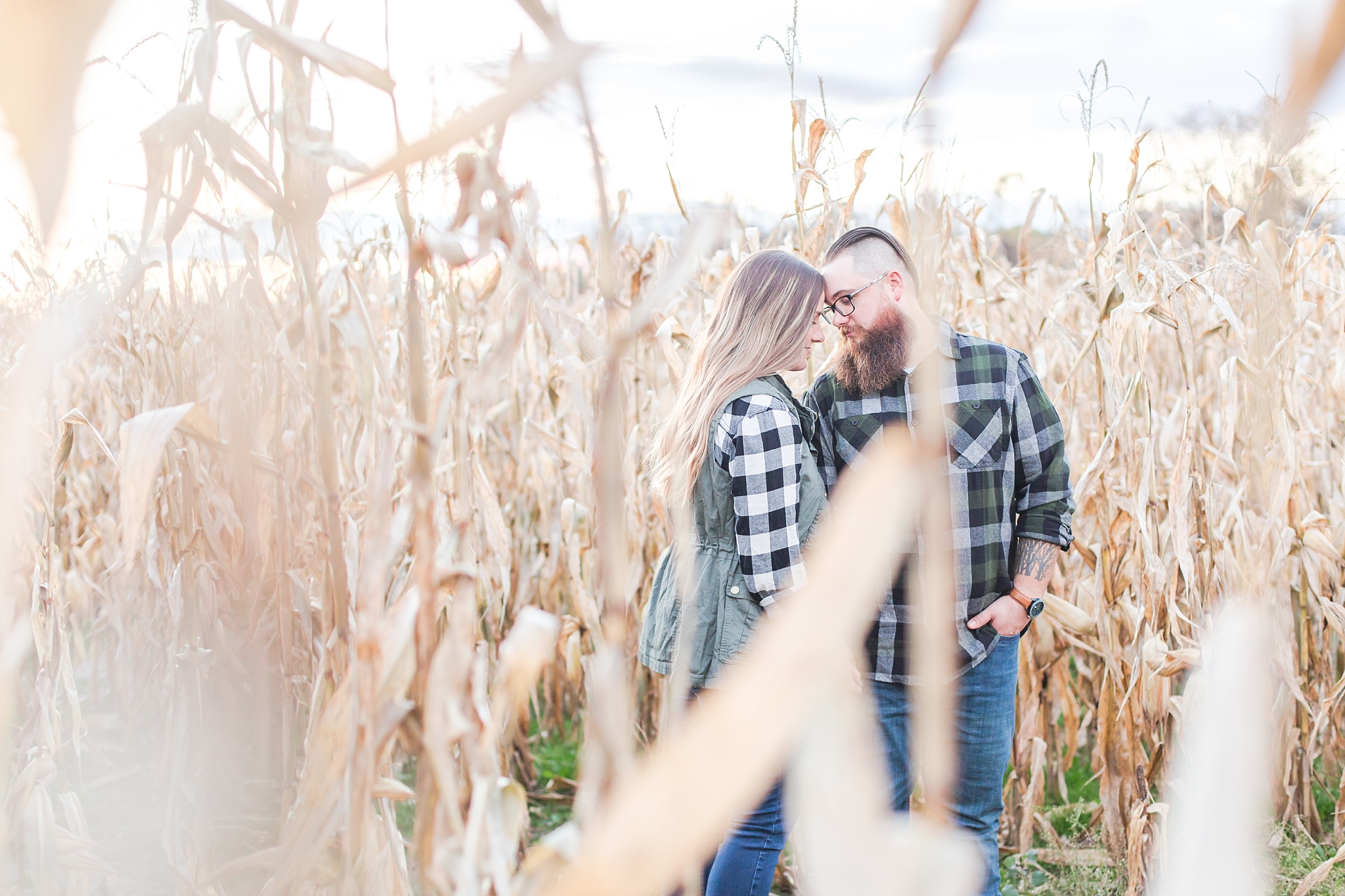 cozy-fall-engagement-photos-at-an-old-family-farm-in-monroe-michigan-by-courtney-carolyn-photography_0026.jpg