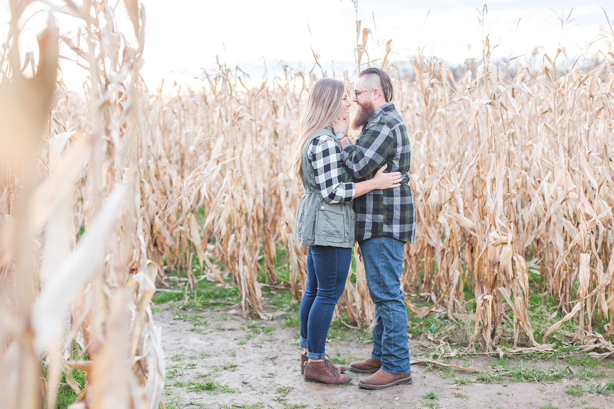 cozy-fall-engagement-photos-at-an-old-family-farm-in-monroe-michigan-by-courtney-carolyn-photography_0028.jpg