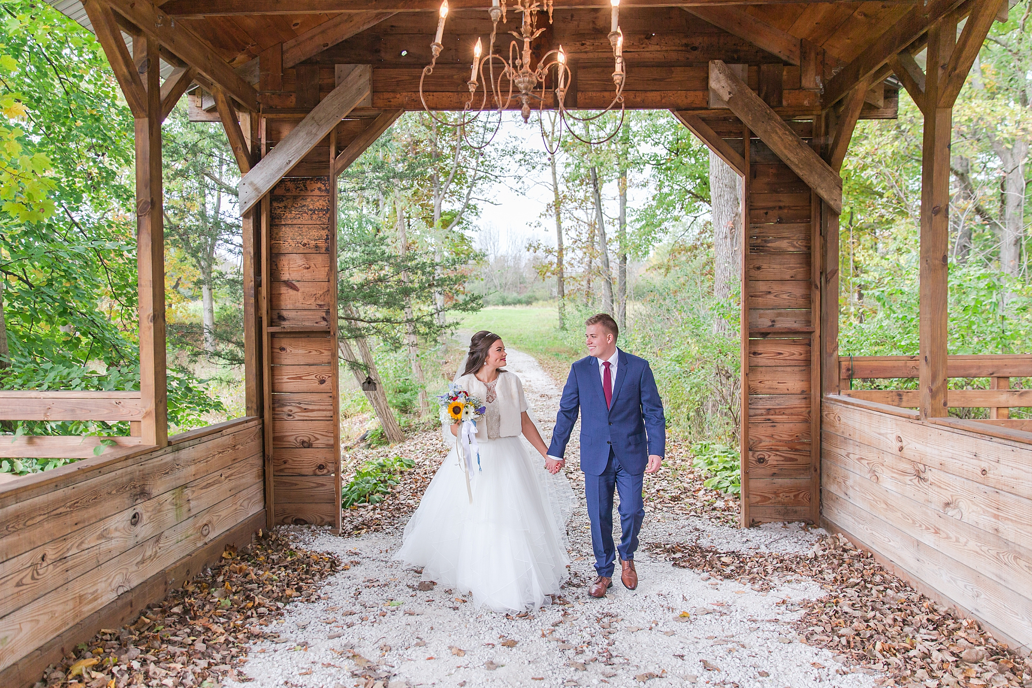 rustic-whimsical-wedding-photos-the-vale-royal-barn-in-fenton-michigan-by-courtney-carolyn-photography_0027.jpg