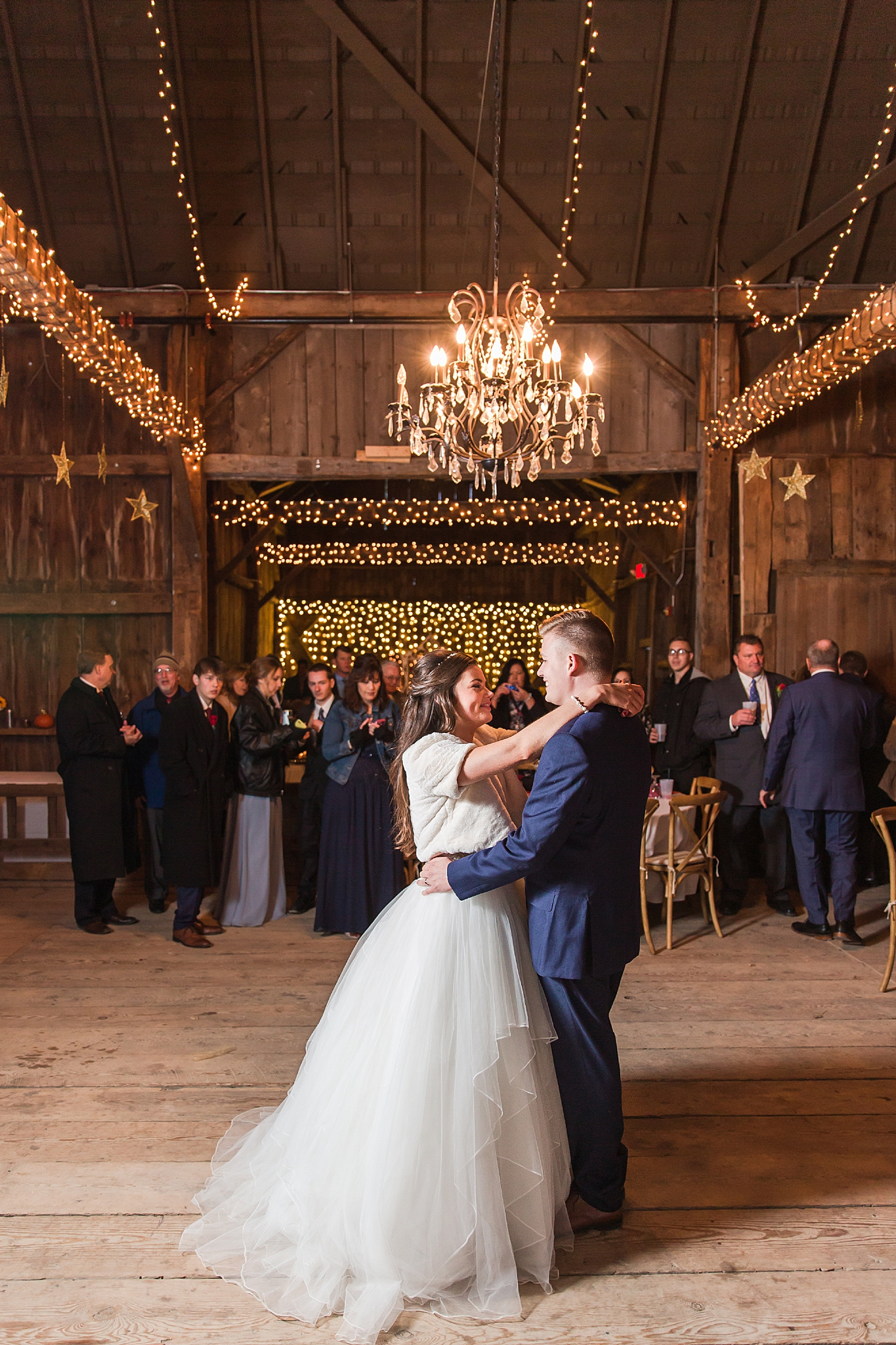 rustic-whimsical-wedding-photos-the-vale-royal-barn-in-fenton-michigan-by-courtney-carolyn-photography_0093.jpg