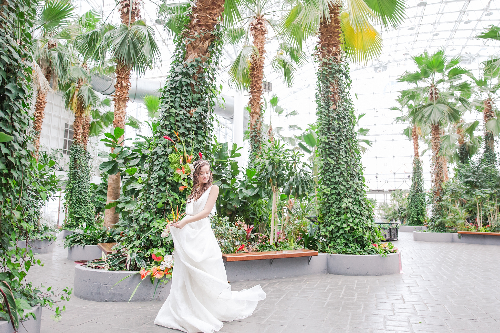 colorful-tropical-wedding-photos-at-the-crystal-gardens-in-chicago-illinois-by-courtney-carolyn-photography_0005.jpg