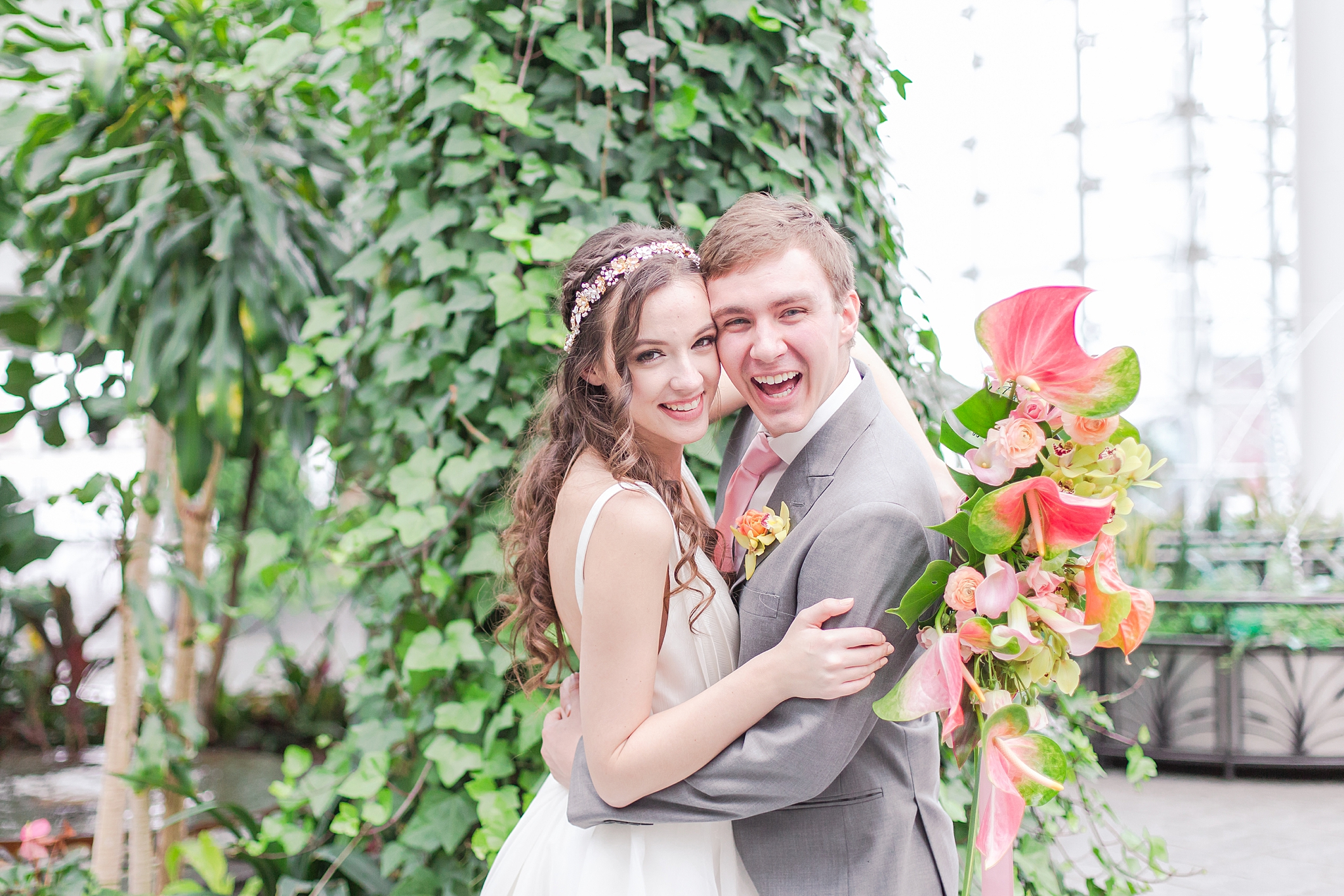 colorful-tropical-wedding-photos-at-the-crystal-gardens-in-chicago-illinois-by-courtney-carolyn-photography_0018.jpg