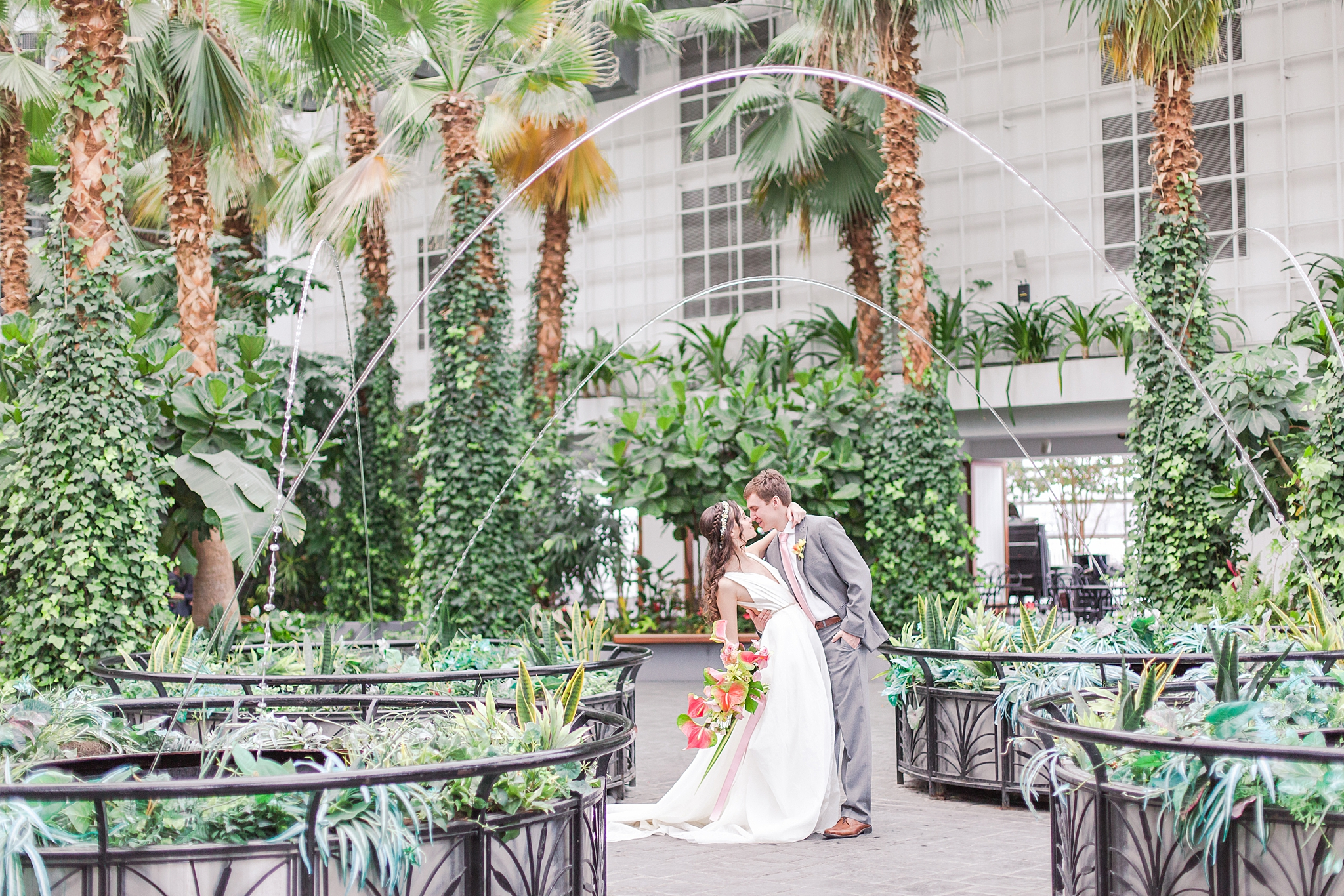 colorful-tropical-wedding-photos-at-the-crystal-gardens-in-chicago-illinois-by-courtney-carolyn-photography_0022.jpg