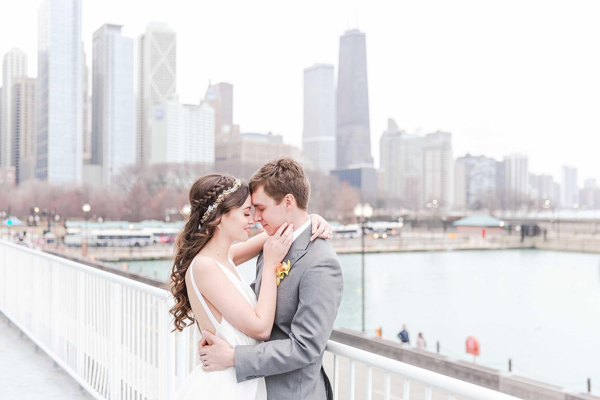 colorful-tropical-wedding-photos-at-the-crystal-gardens-in-chicago-illinois-by-courtney-carolyn-photography_0032.jpg