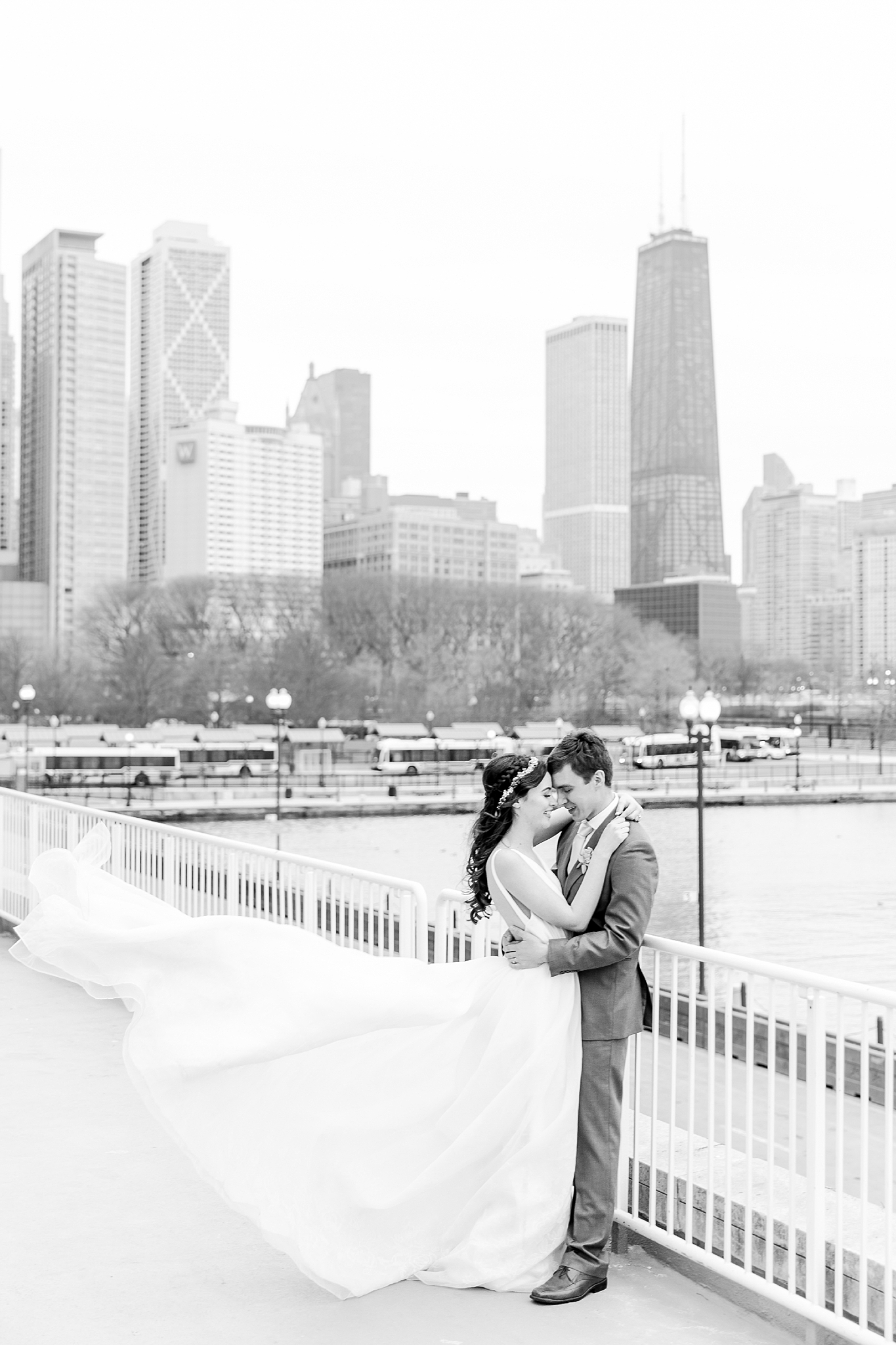 colorful-tropical-wedding-photos-at-the-crystal-gardens-in-chicago-illinois-by-courtney-carolyn-photography_0037.jpg