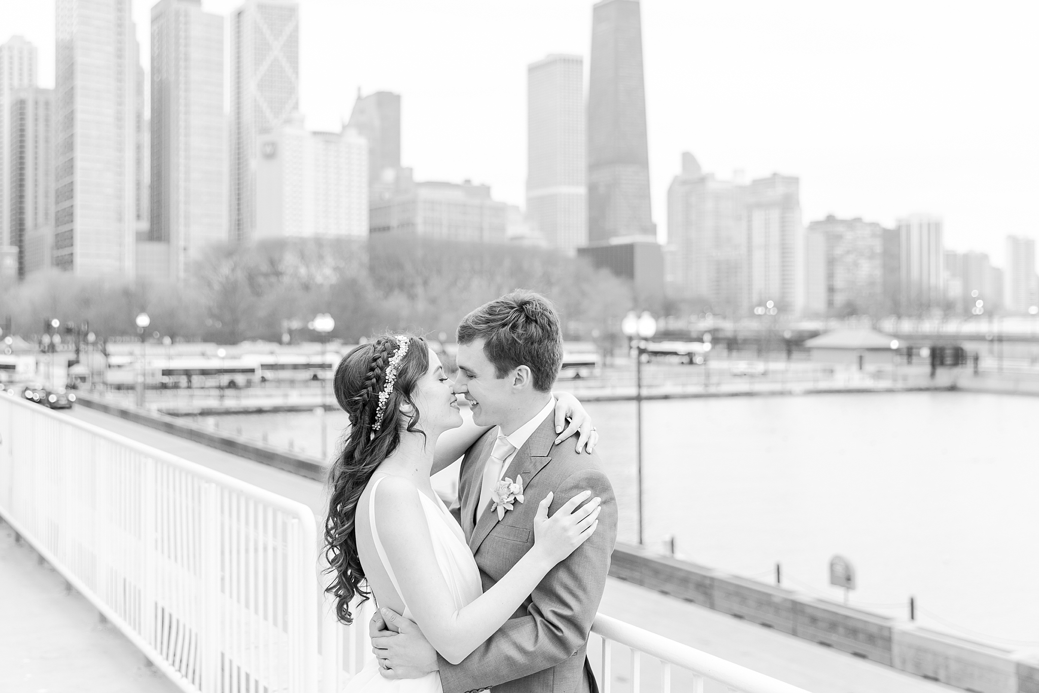 colorful-tropical-wedding-photos-at-the-crystal-gardens-in-chicago-illinois-by-courtney-carolyn-photography_0048.jpg