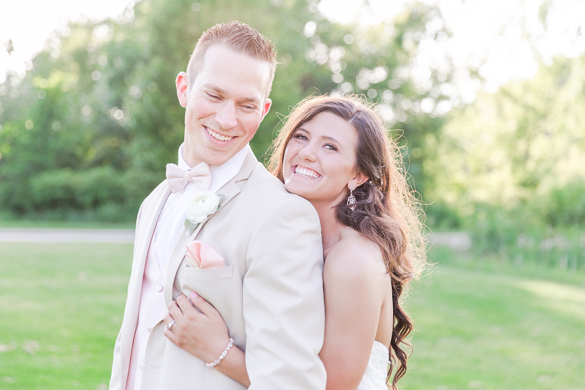 joyful-romantic-modern-laid-back-wedding-photography-in-detroit-ann-arbor-northern-mi-and-chicago-by-courtney-carolyn-photography_0016.jpg