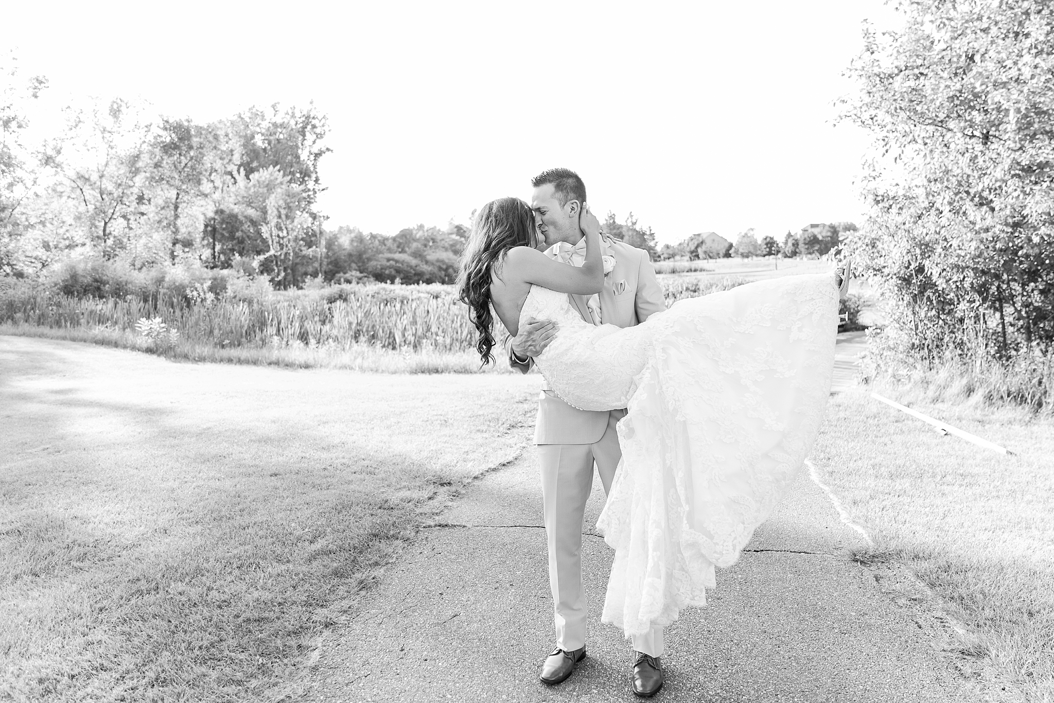 joyful-romantic-modern-laid-back-wedding-photography-in-detroit-ann-arbor-northern-mi-and-chicago-by-courtney-carolyn-photography_0017.jpg