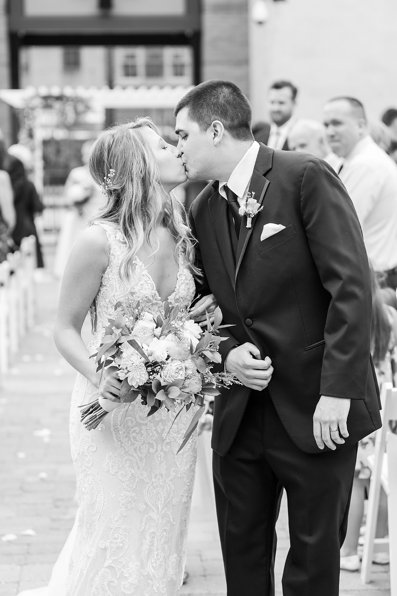 joyful-romantic-modern-laid-back-wedding-photography-in-detroit-ann-arbor-northern-mi-and-chicago-by-courtney-carolyn-photography_0020.jpg