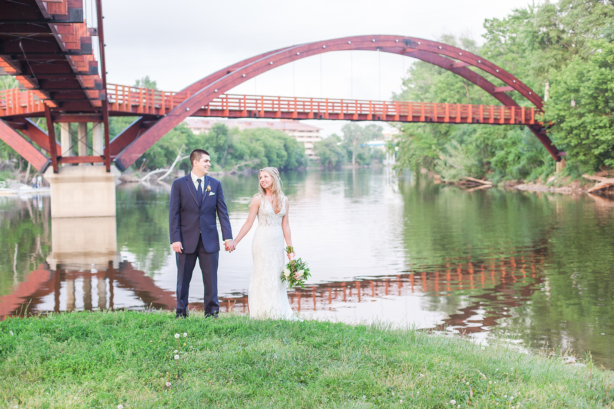 joyful-romantic-modern-laid-back-wedding-photography-in-detroit-ann-arbor-northern-mi-and-chicago-by-courtney-carolyn-photography_0019.jpg