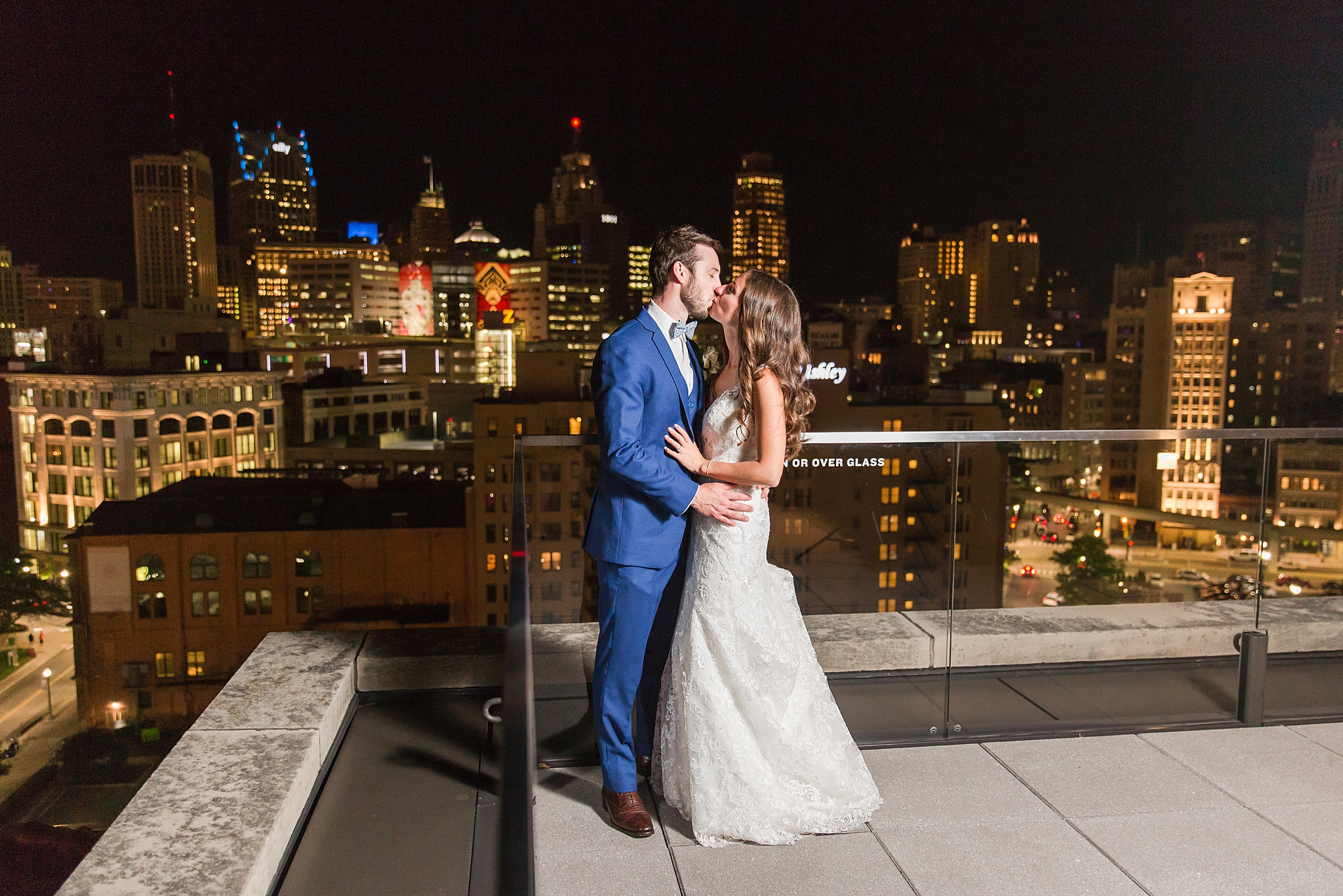 joyful-romantic-modern-laid-back-wedding-photography-in-detroit-ann-arbor-northern-mi-and-chicago-by-courtney-carolyn-photography_0022.jpg