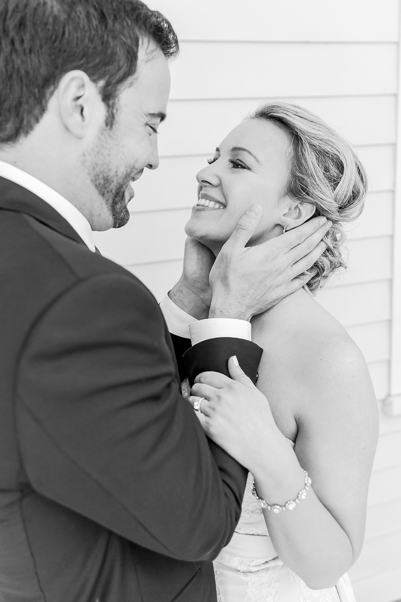 joyful-romantic-modern-laid-back-wedding-photography-in-detroit-ann-arbor-northern-mi-and-chicago-by-courtney-carolyn-photography_0027.jpg