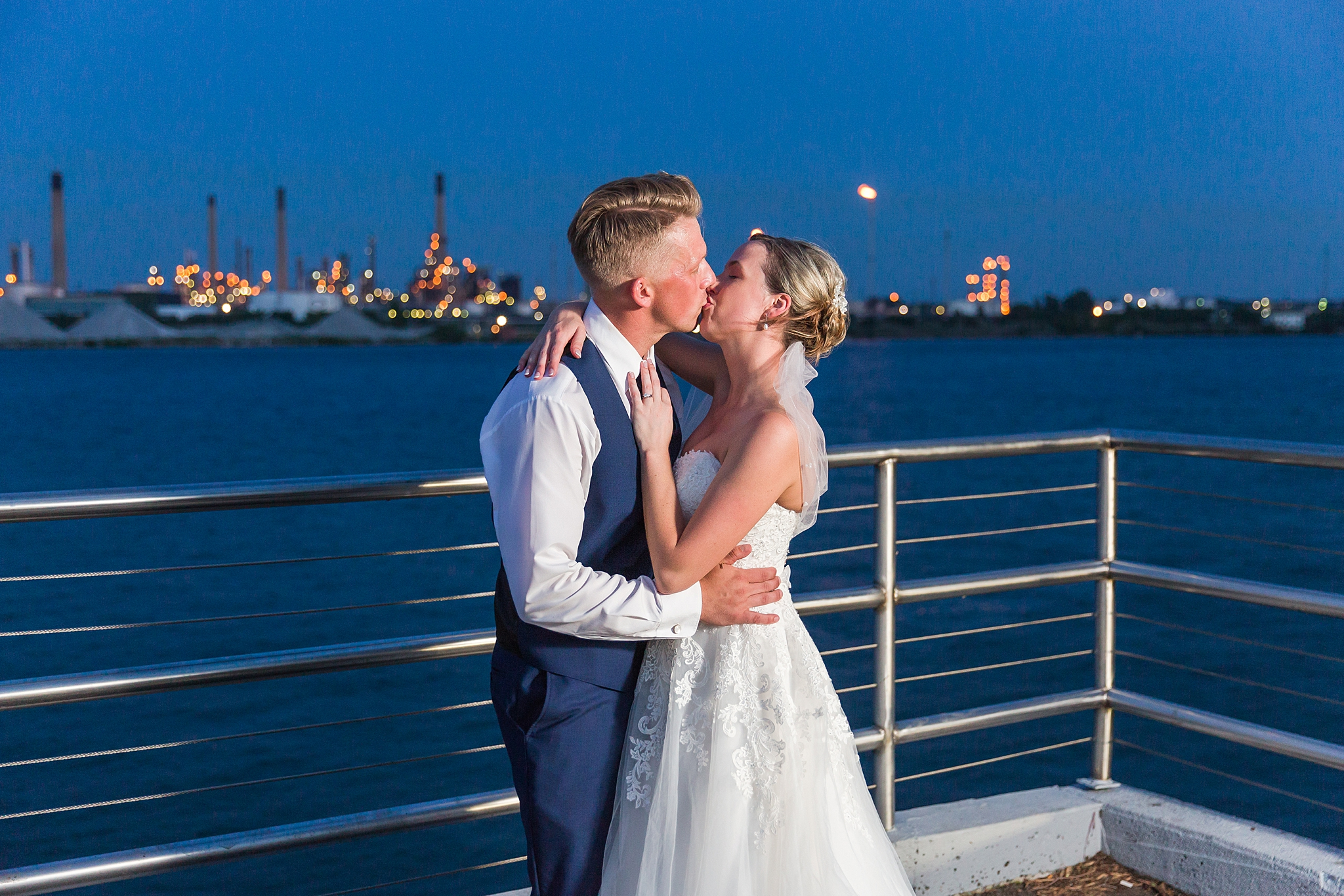 joyful-romantic-modern-laid-back-wedding-photography-in-detroit-ann-arbor-northern-mi-and-chicago-by-courtney-carolyn-photography_0030.jpg