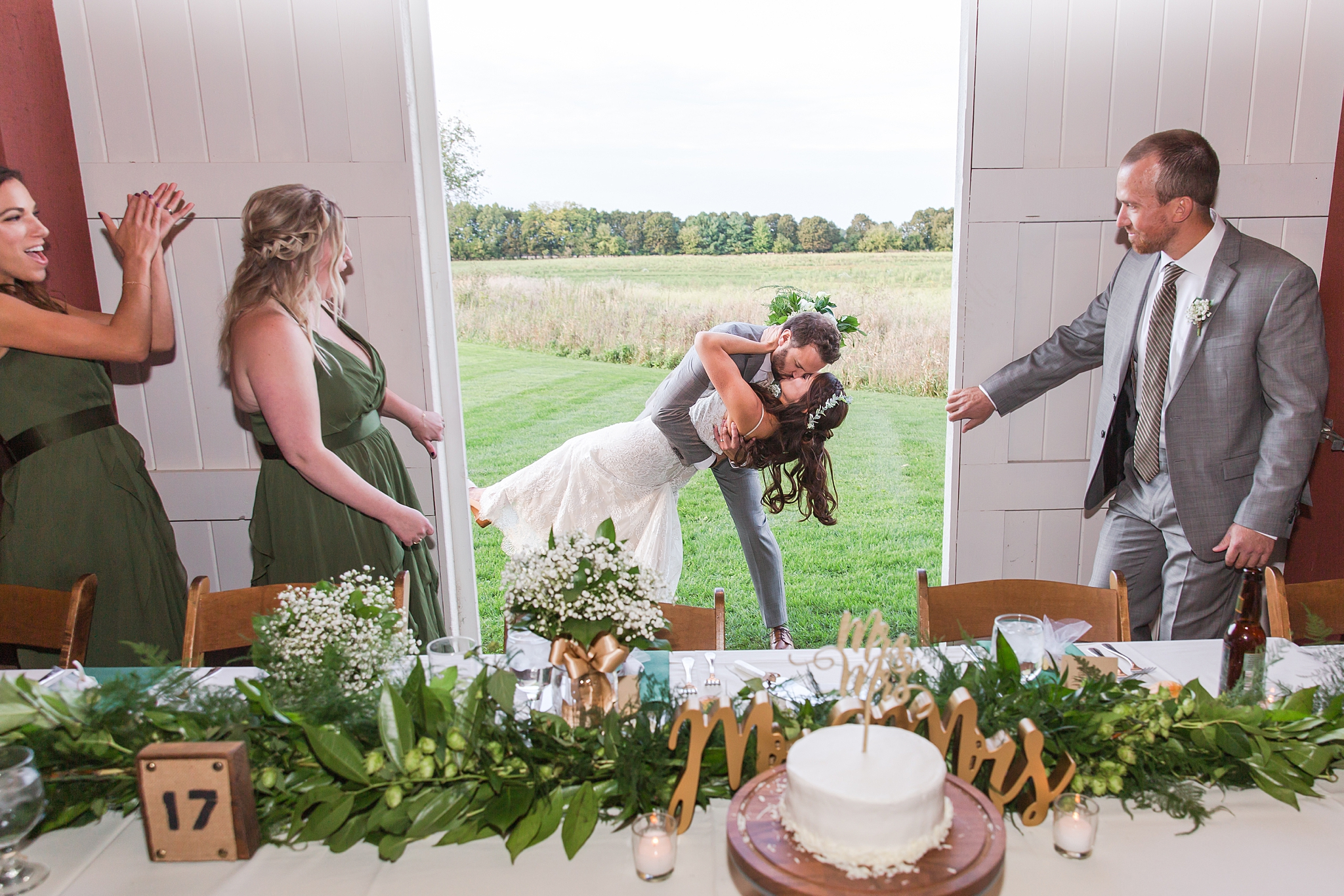 joyful-romantic-modern-laid-back-wedding-photography-in-detroit-ann-arbor-northern-mi-and-chicago-by-courtney-carolyn-photography_0045.jpg