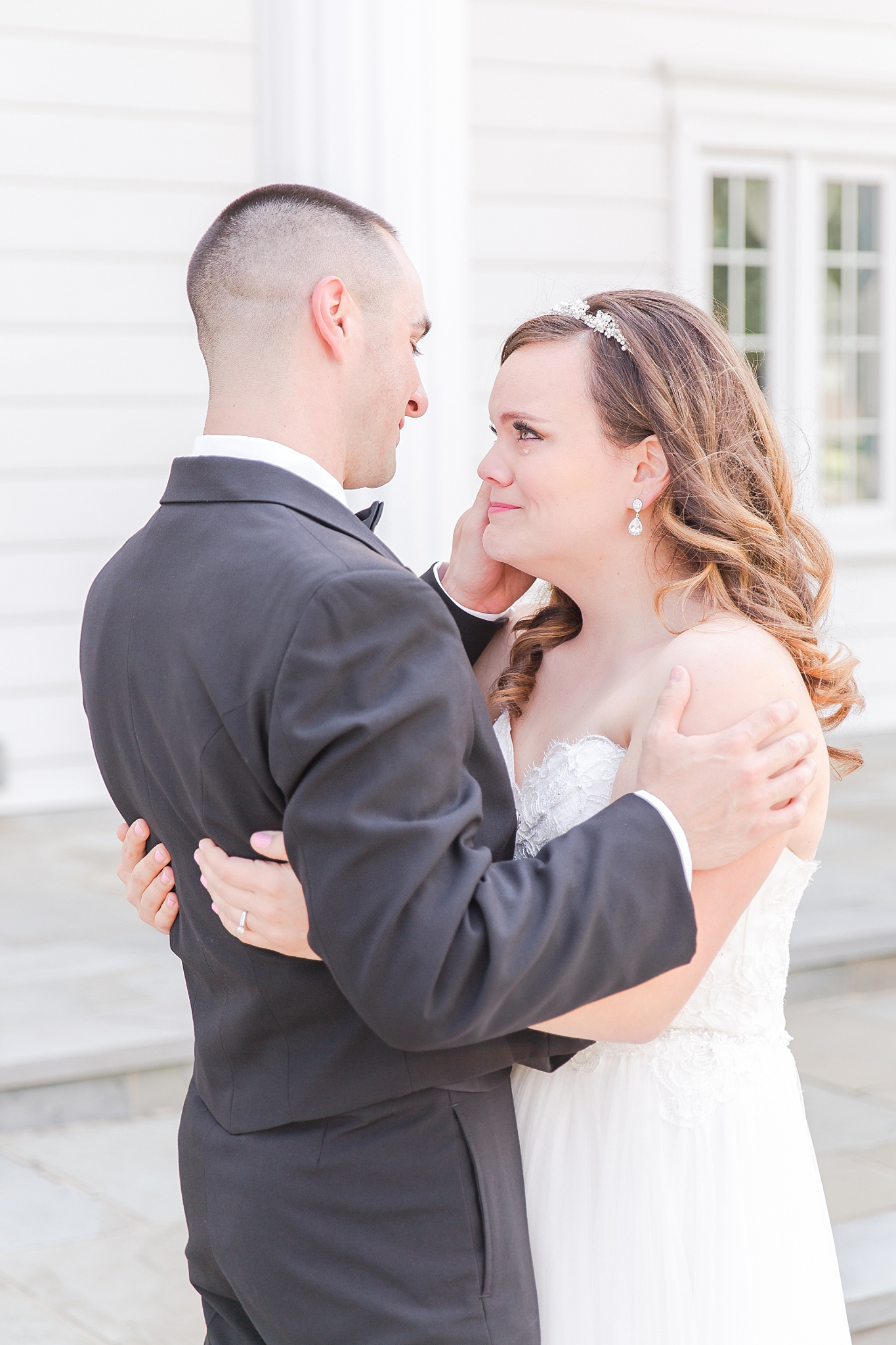 joyful-romantic-modern-laid-back-wedding-photography-in-detroit-ann-arbor-northern-mi-and-chicago-by-courtney-carolyn-photography_0051.jpg