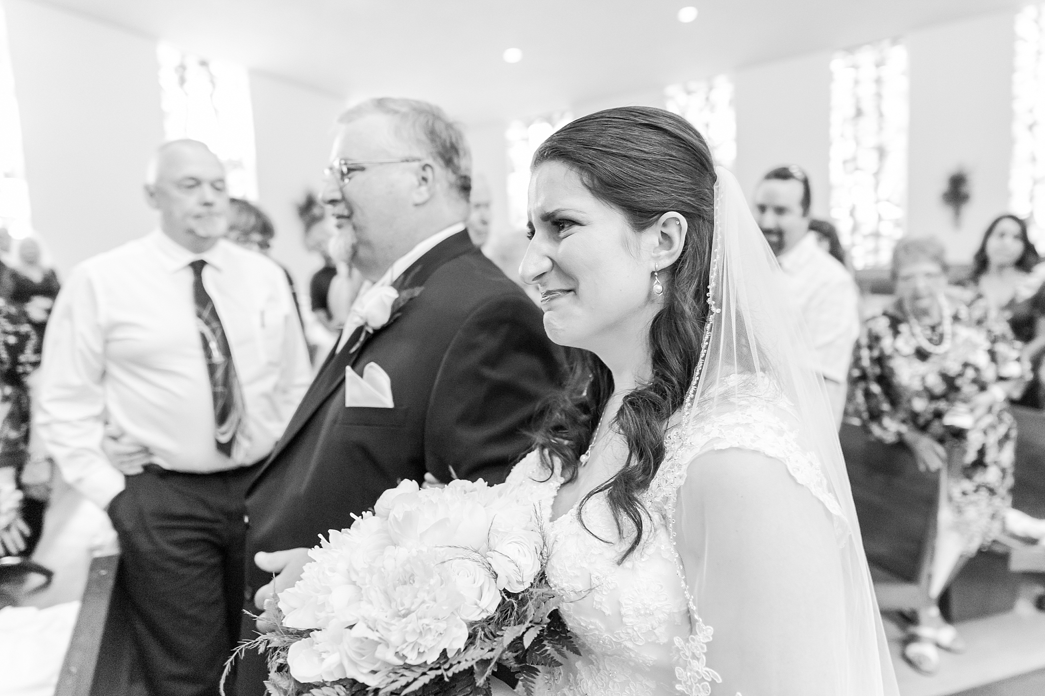joyful-romantic-modern-laid-back-wedding-photography-in-detroit-ann-arbor-northern-mi-and-chicago-by-courtney-carolyn-photography_0055.jpg