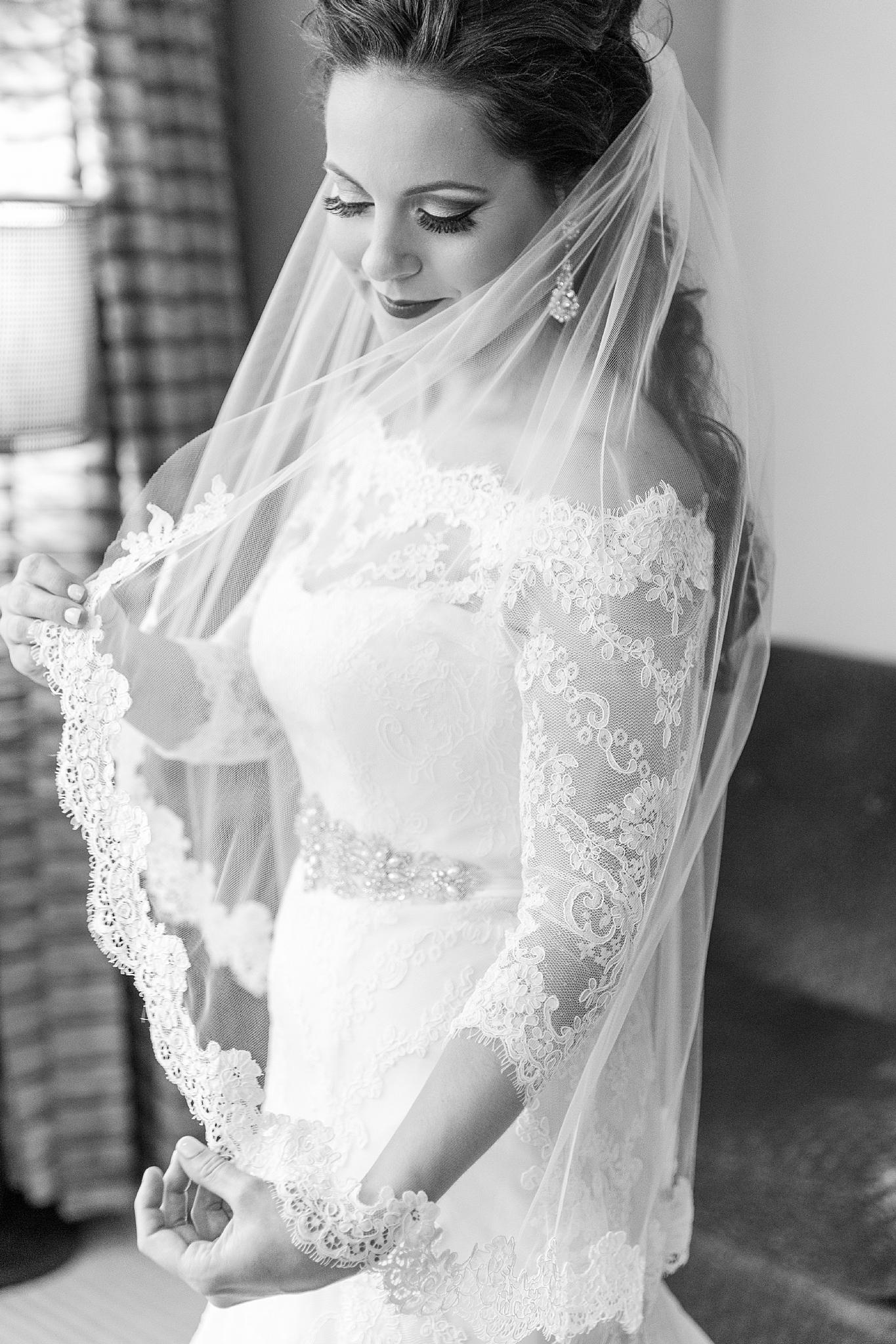 detroit-colony-club-wedding-regal-romantic-photography-in-detroit-mi-by-courtney-carolyn-photography_0005.jpg