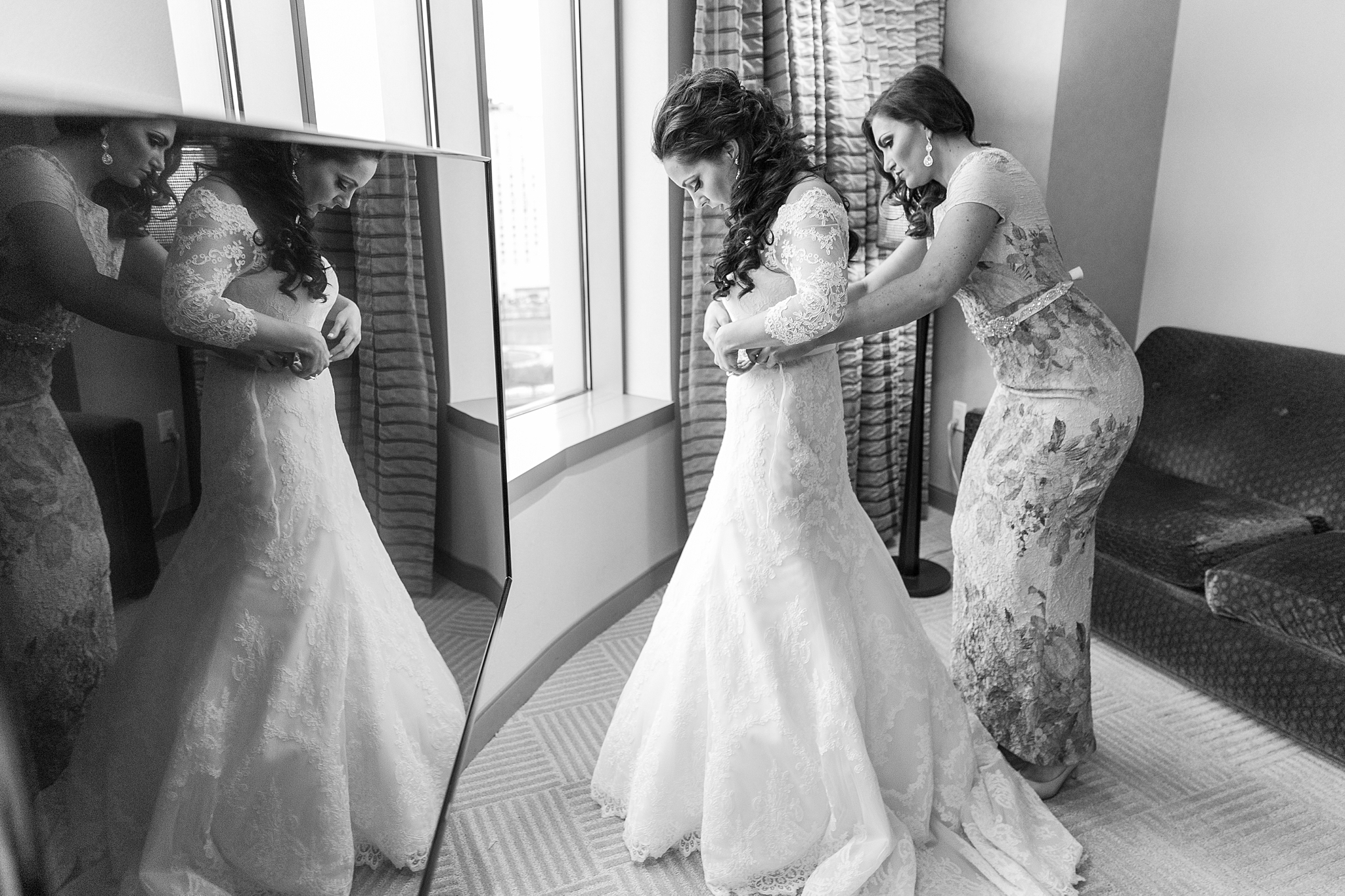 detroit-colony-club-wedding-regal-romantic-photography-in-detroit-mi-by-courtney-carolyn-photography_0007.jpg