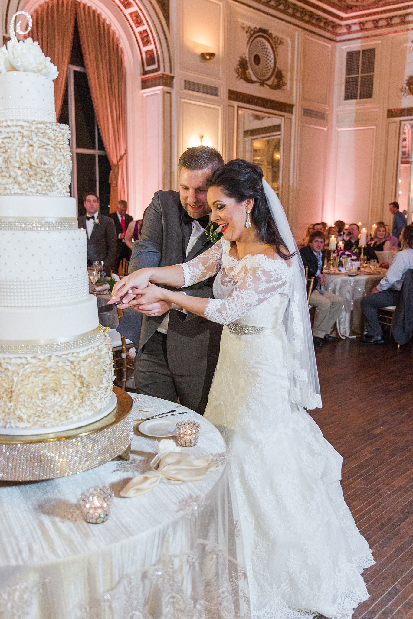 detroit-colony-club-wedding-regal-romantic-photography-in-detroit-mi-by-courtney-carolyn-photography_0037.jpg