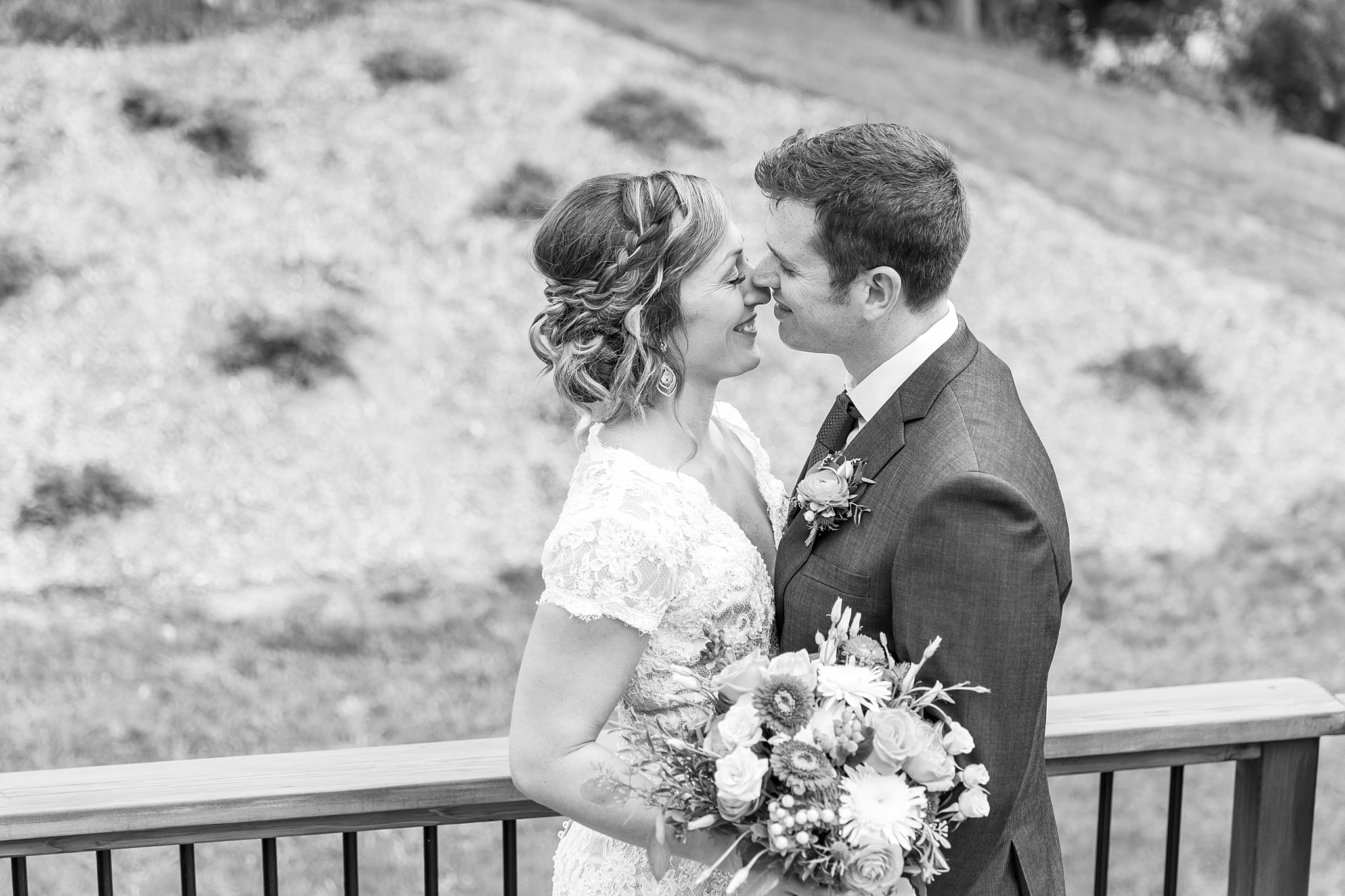 private-lakefront-estate-wedding-photography-in-ann-arbor-michigan-by-courtney-carolyn-photography_0013.jpg
