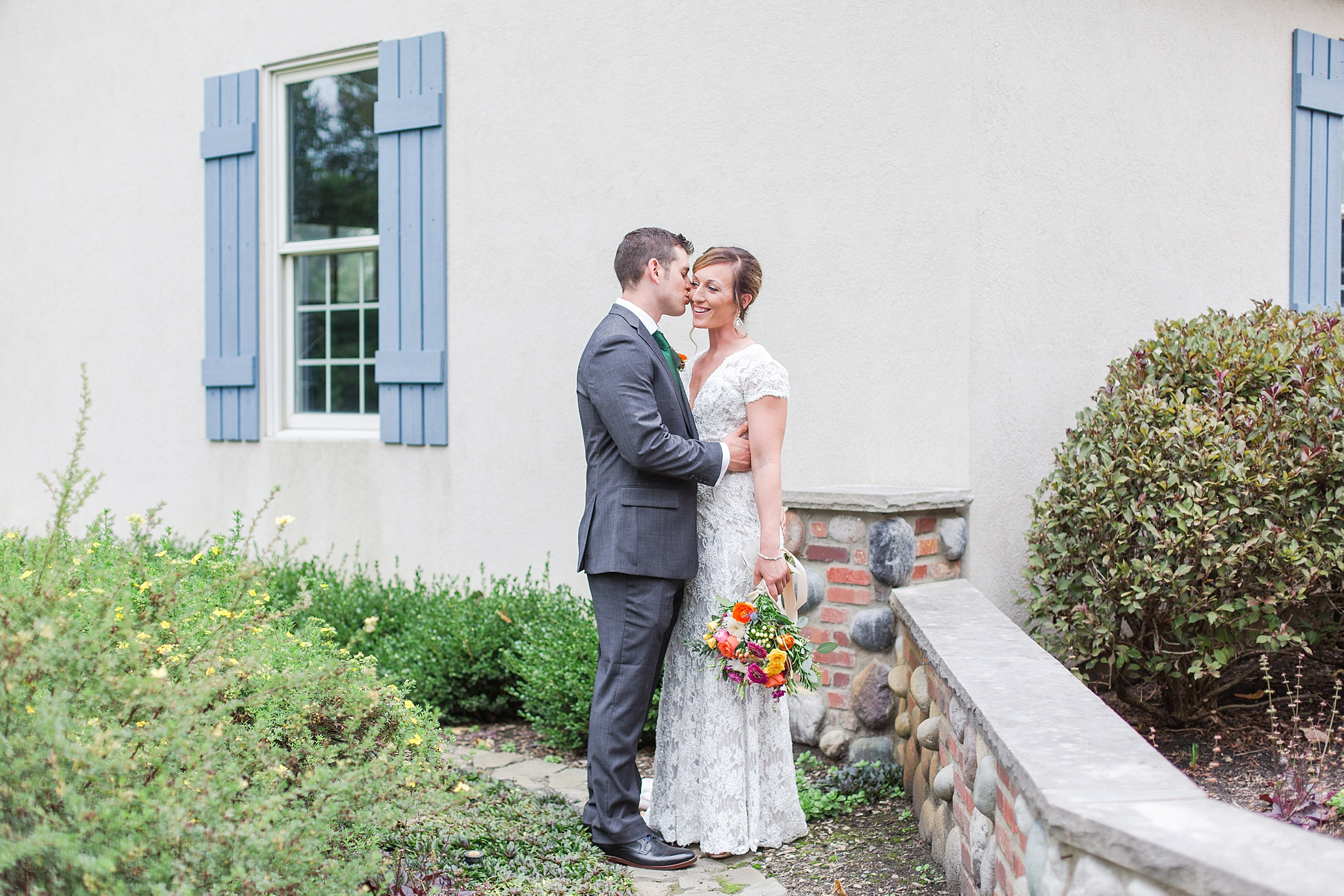 private-lakefront-estate-wedding-photography-in-ann-arbor-michigan-by-courtney-carolyn-photography_0017.jpg