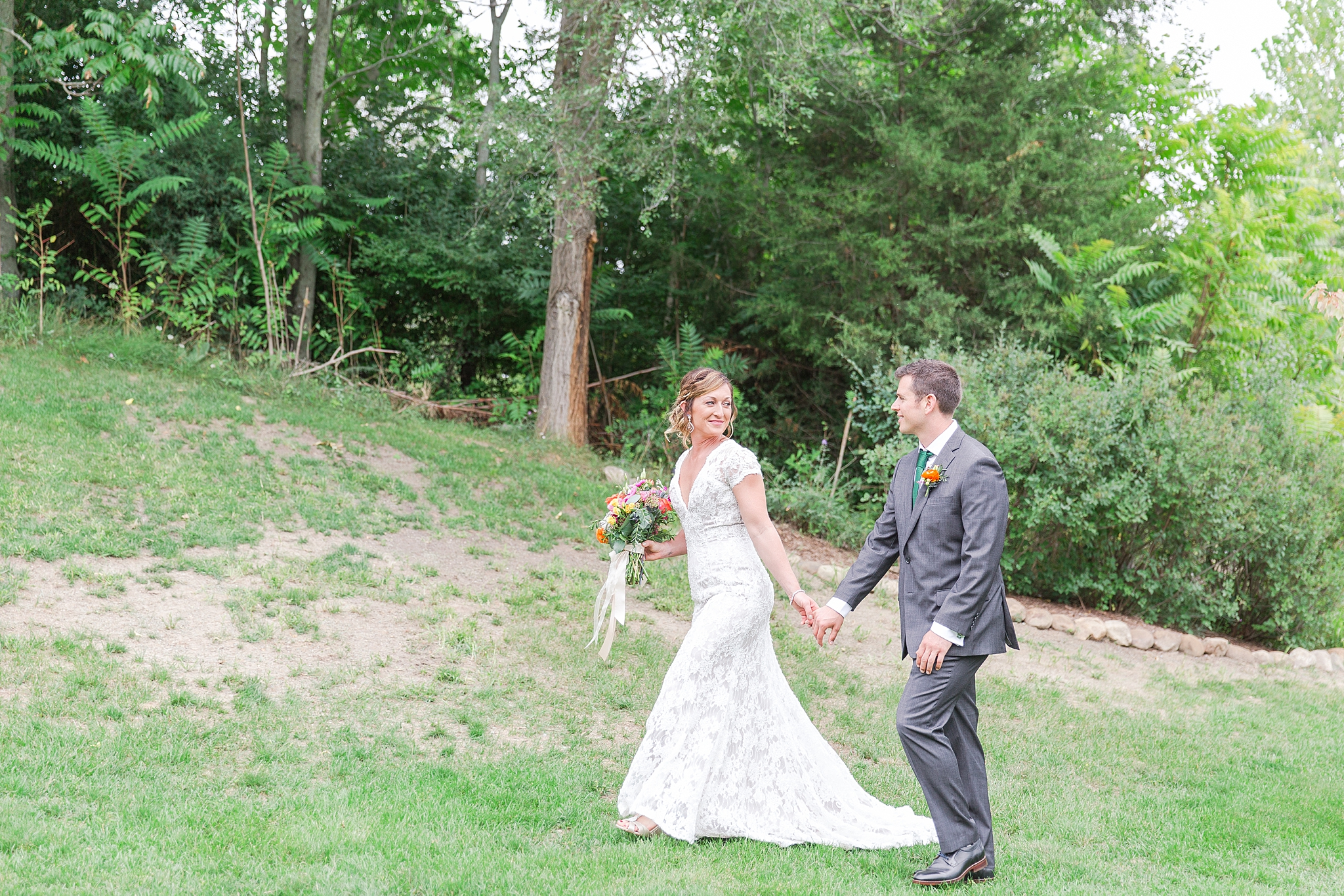 private-lakefront-estate-wedding-photography-in-ann-arbor-michigan-by-courtney-carolyn-photography_0022.jpg