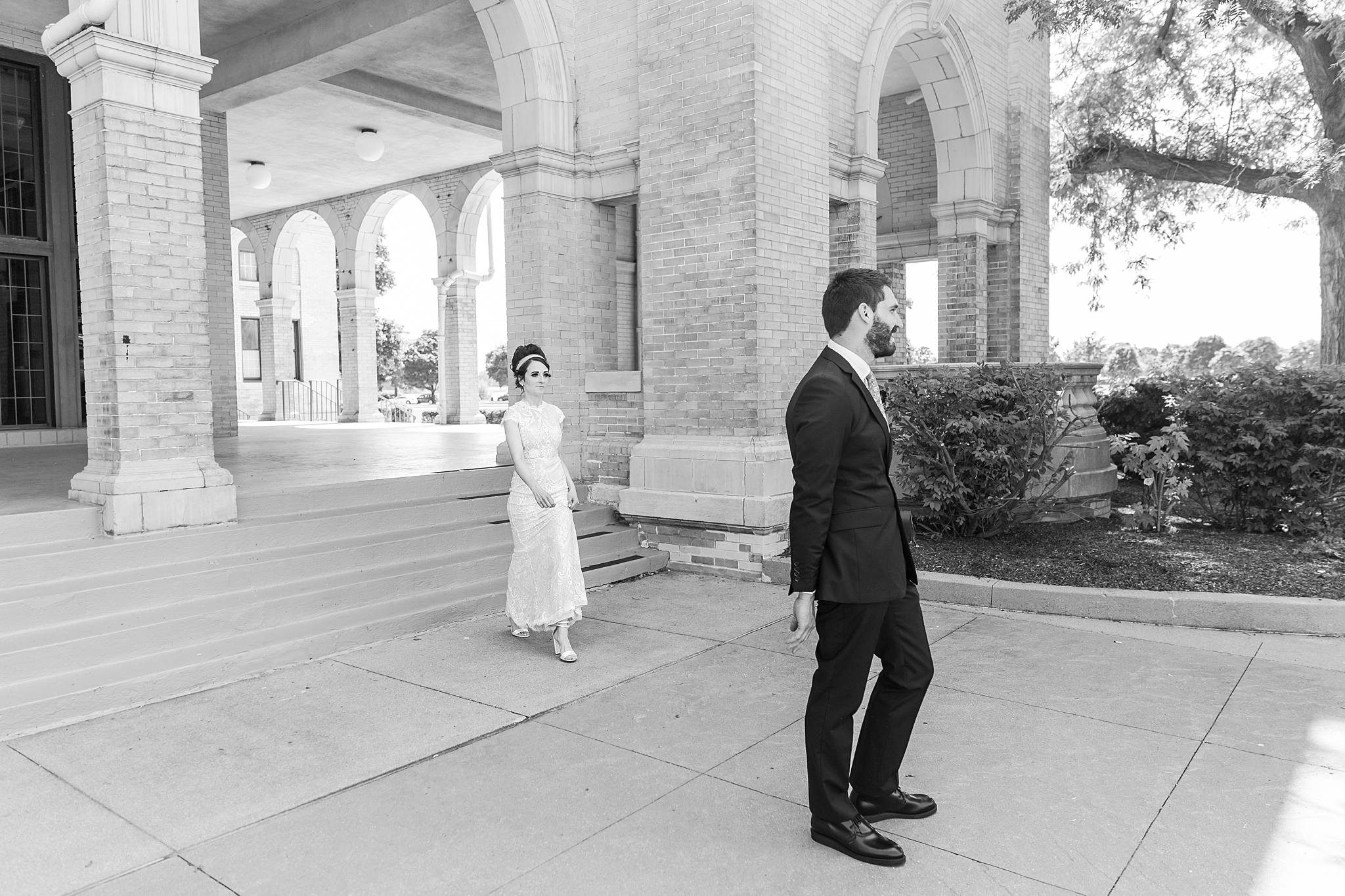 belle-isle-casino-modern-artictic-wedding-photography-in-detroit-michigan-by-courtney-carolyn-photography_0006.jpg