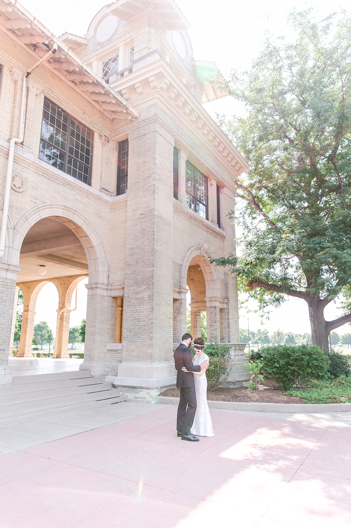 belle-isle-casino-modern-artictic-wedding-photography-in-detroit-michigan-by-courtney-carolyn-photography_0009.jpg