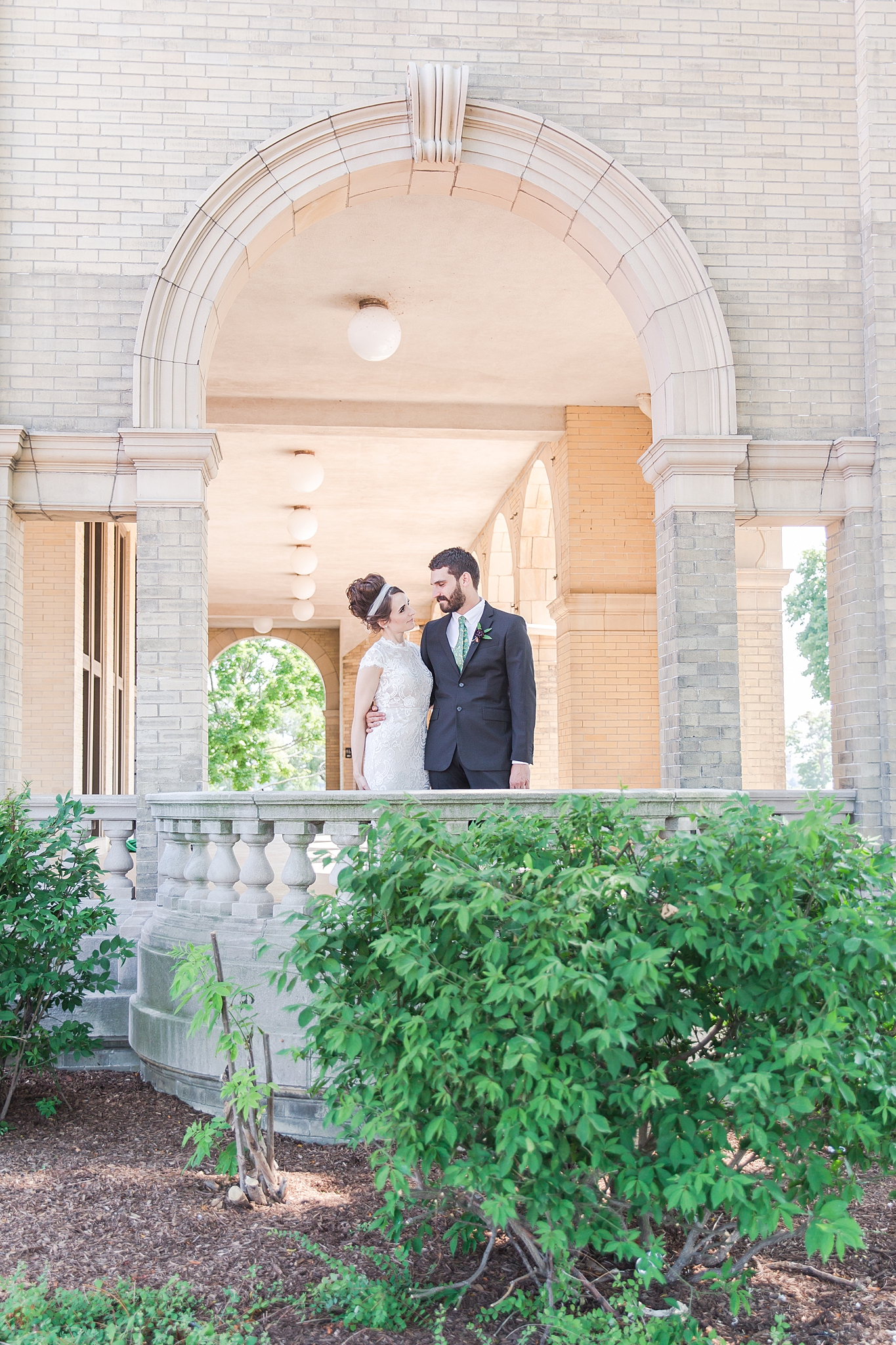 belle-isle-casino-modern-artictic-wedding-photography-in-detroit-michigan-by-courtney-carolyn-photography_0017.jpg