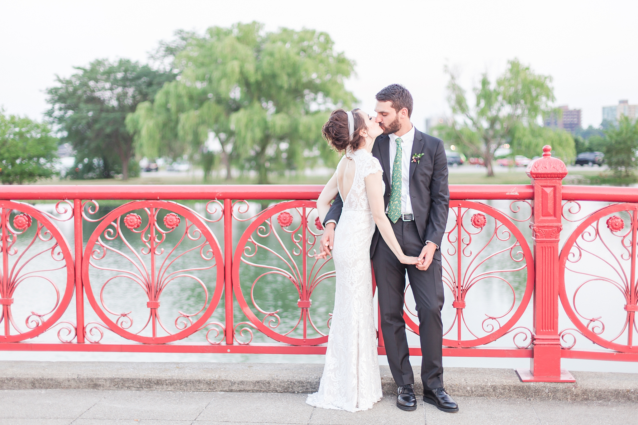 belle-isle-casino-modern-artictic-wedding-photography-in-detroit-michigan-by-courtney-carolyn-photography_0034.jpg