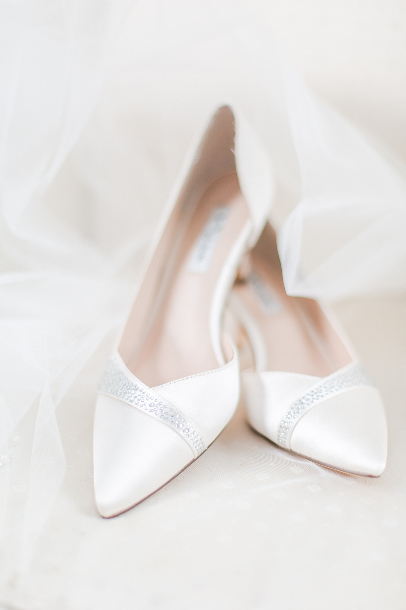 chapman-house-casually-chic-wedding-photography-in-rochester-michigan-by-courtney-carolyn-photography_0003.jpg