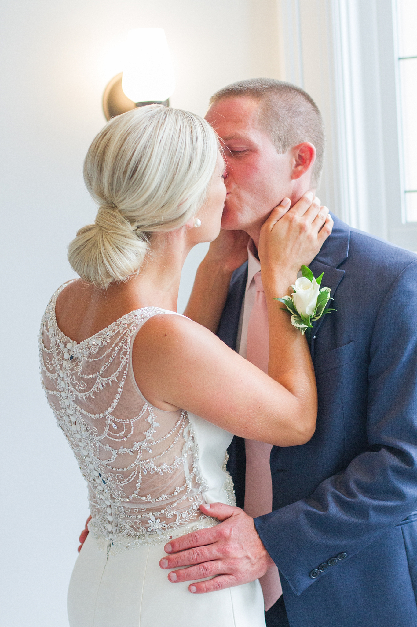chapman-house-casually-chic-wedding-photography-in-rochester-michigan-by-courtney-carolyn-photography_0013.jpg