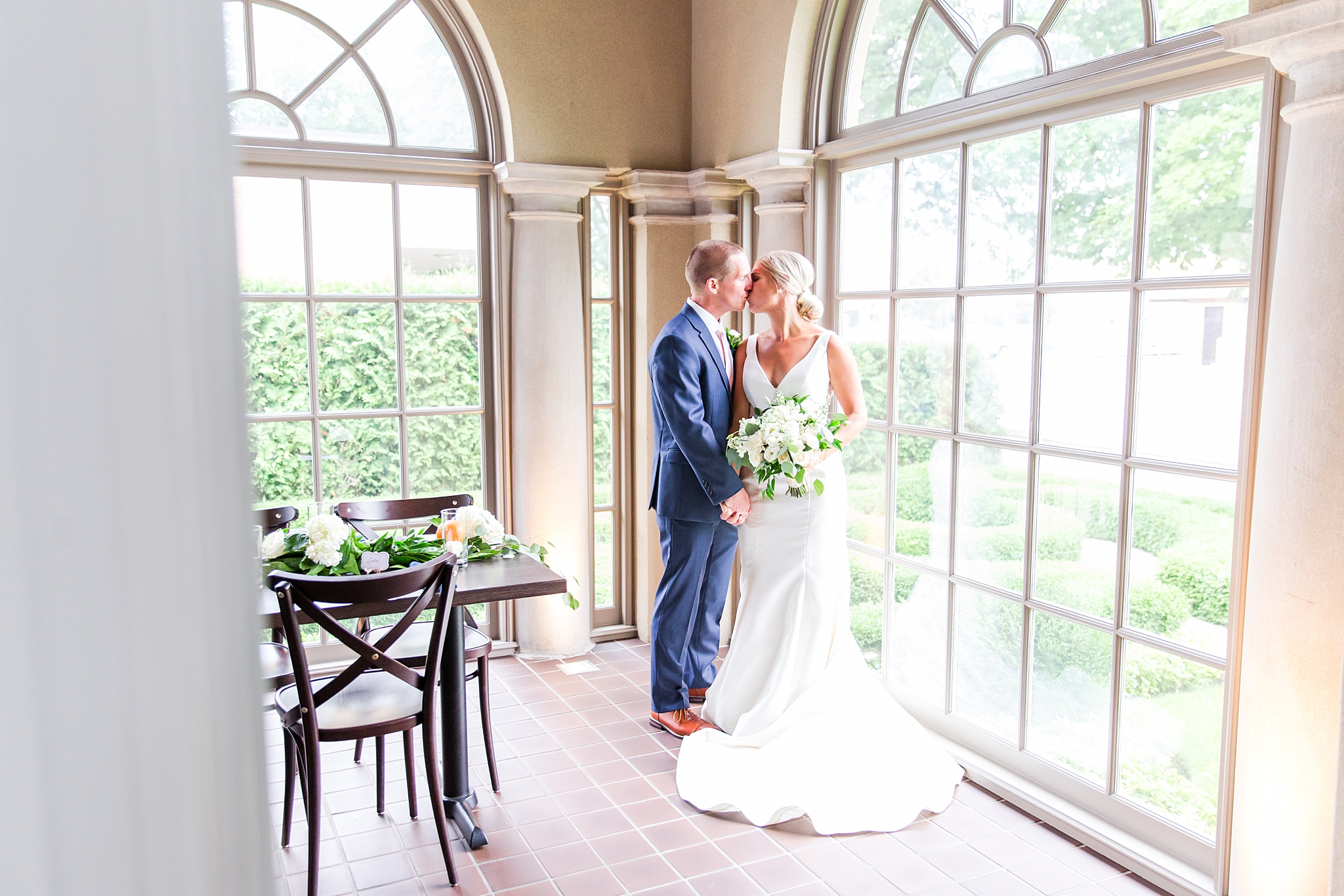 chapman-house-casually-chic-wedding-photography-in-rochester-michigan-by-courtney-carolyn-photography_0024.jpg