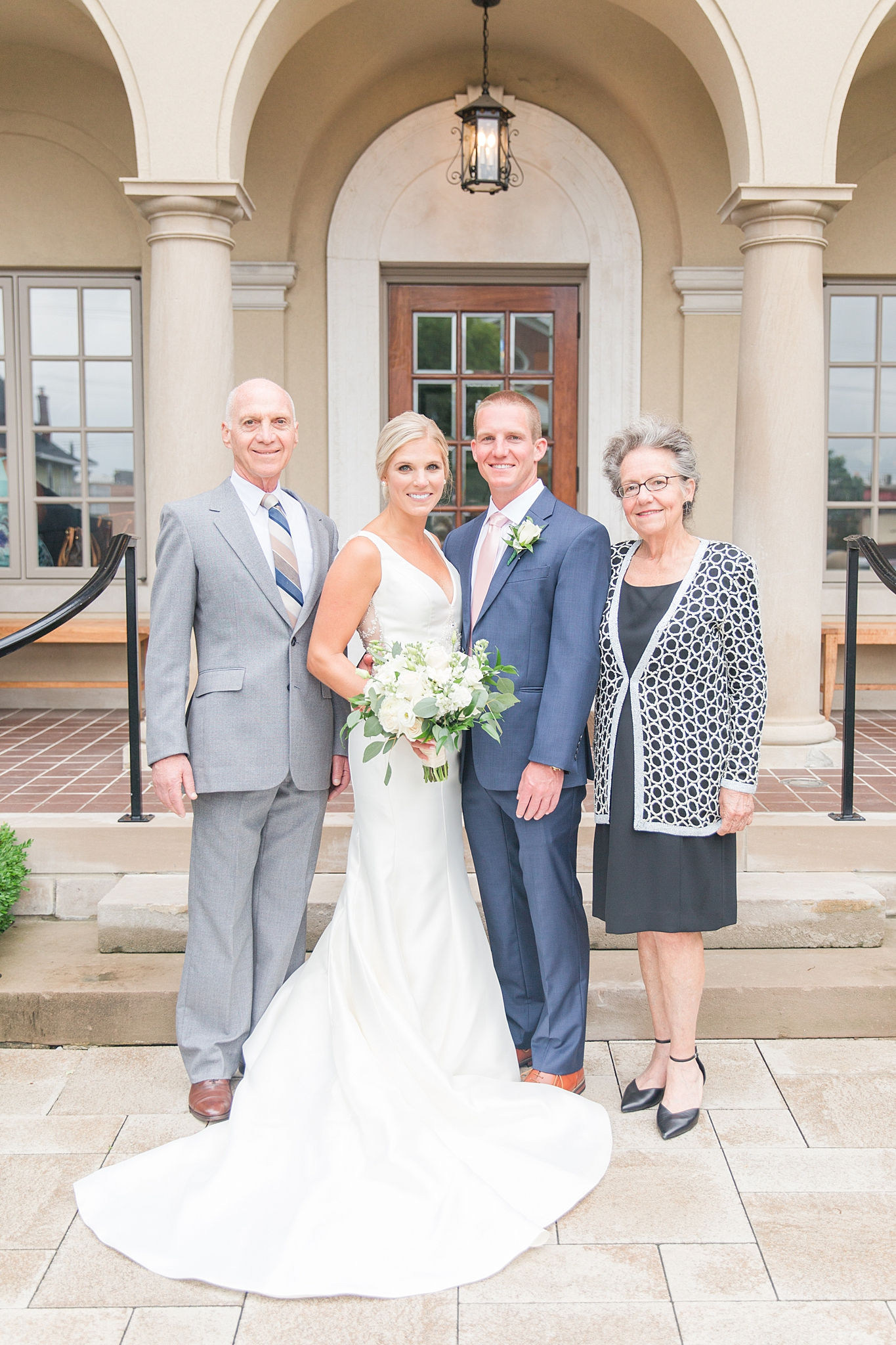 chapman-house-casually-chic-wedding-photography-in-rochester-michigan-by-courtney-carolyn-photography_0029.jpg