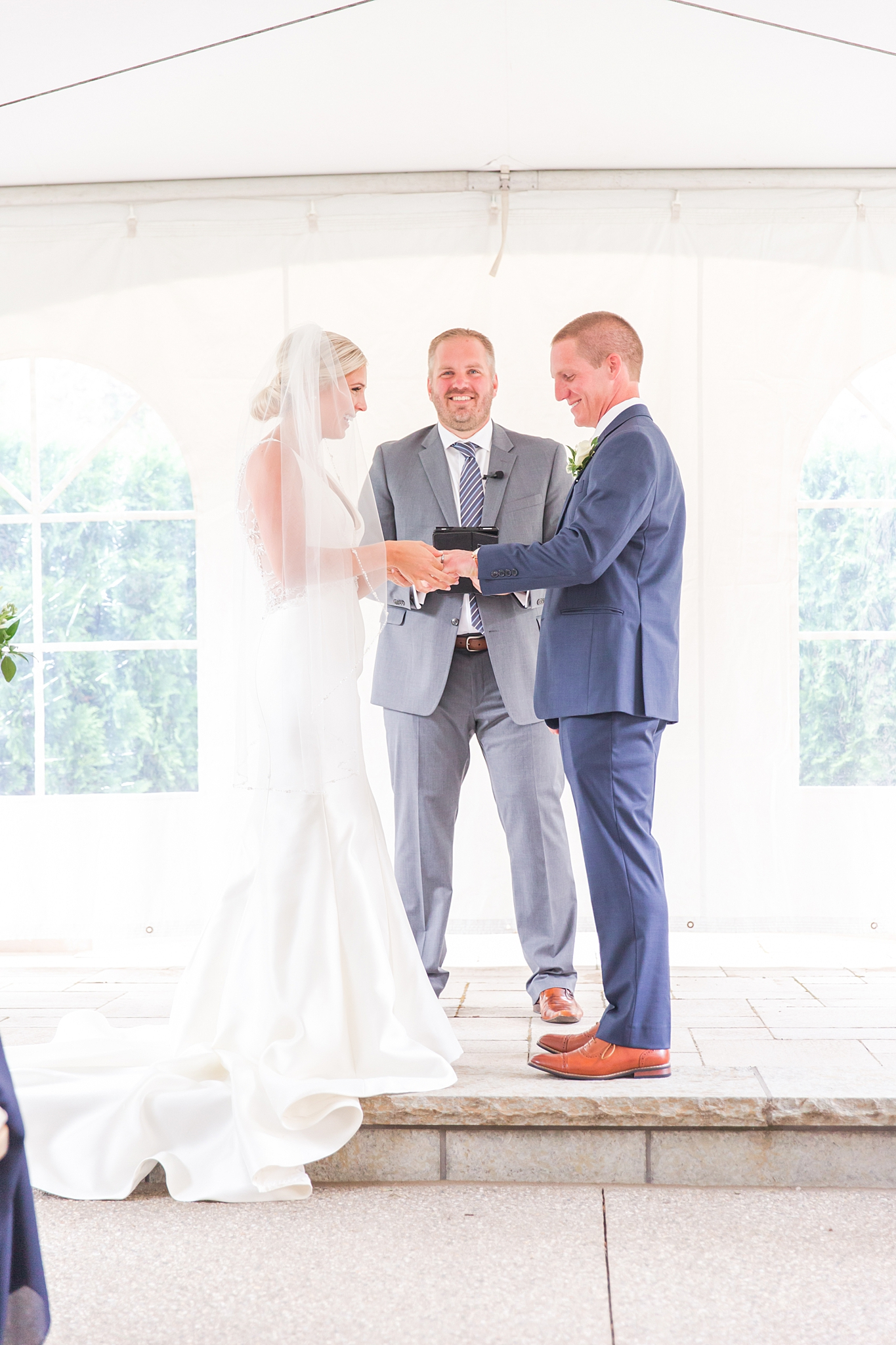 chapman-house-casually-chic-wedding-photography-in-rochester-michigan-by-courtney-carolyn-photography_0035.jpg