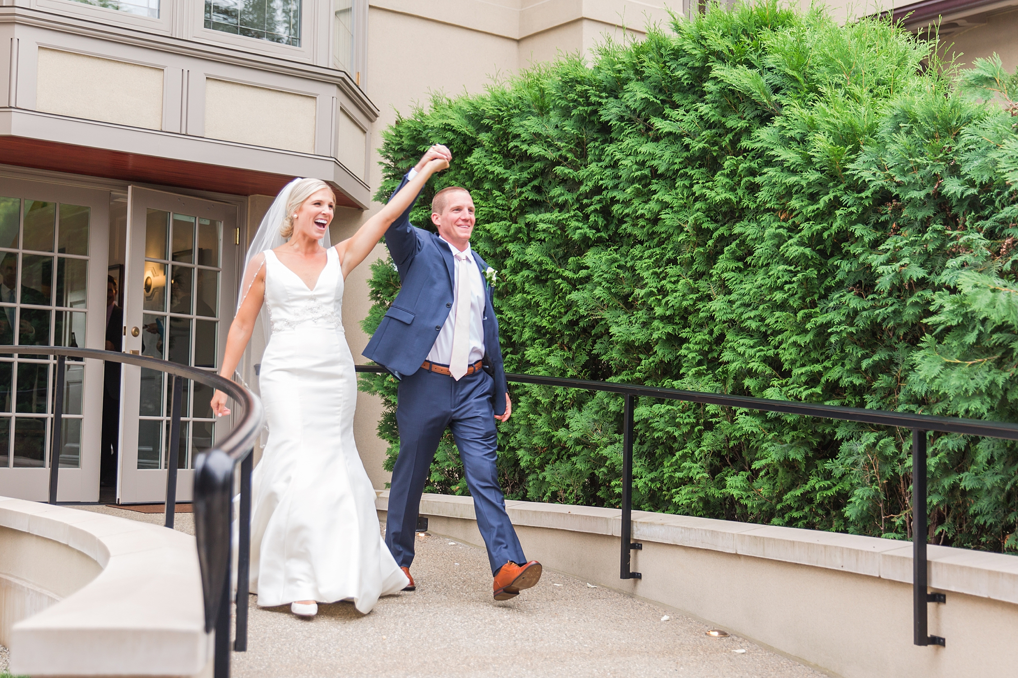 chapman-house-casually-chic-wedding-photography-in-rochester-michigan-by-courtney-carolyn-photography_0051.jpg
