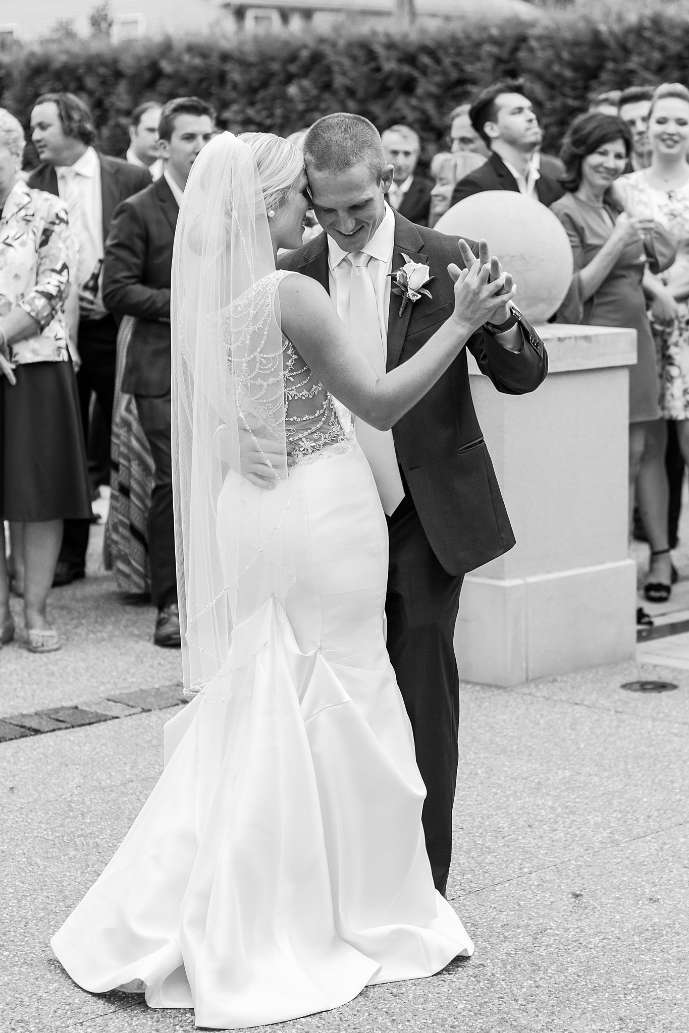 chapman-house-casually-chic-wedding-photography-in-rochester-michigan-by-courtney-carolyn-photography_0054.jpg