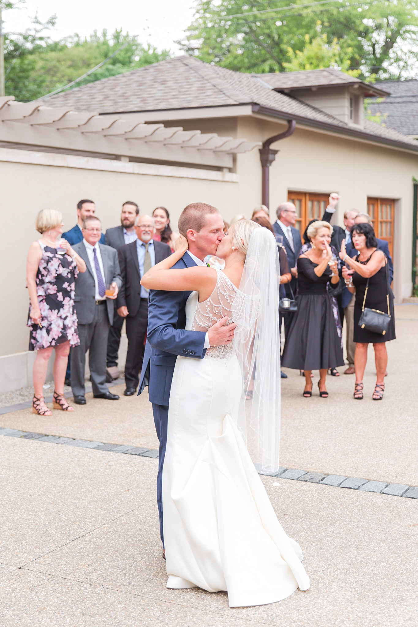 chapman-house-casually-chic-wedding-photography-in-rochester-michigan-by-courtney-carolyn-photography_0055.jpg