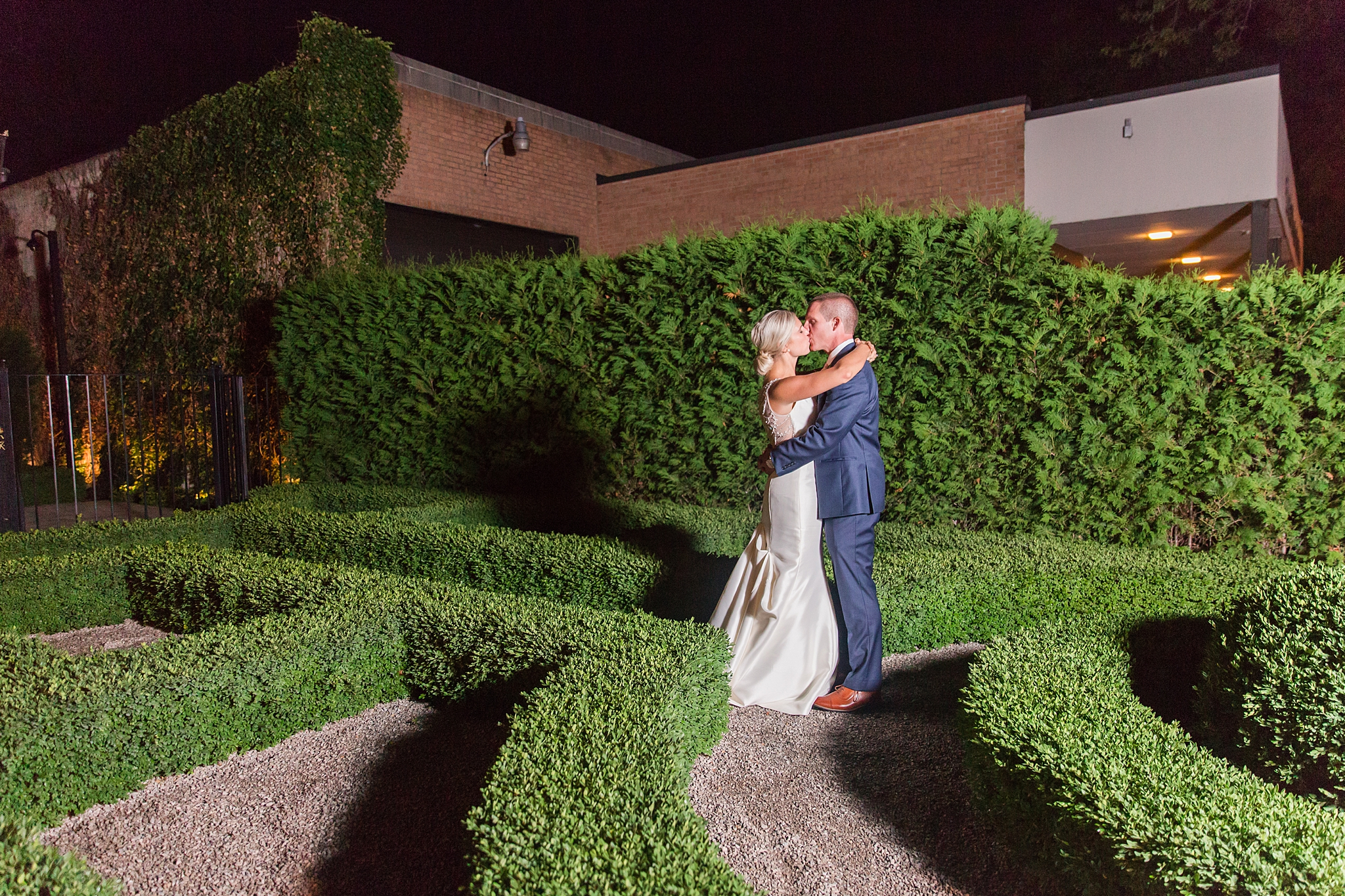 chapman-house-casually-chic-wedding-photography-in-rochester-michigan-by-courtney-carolyn-photography_0066.jpg