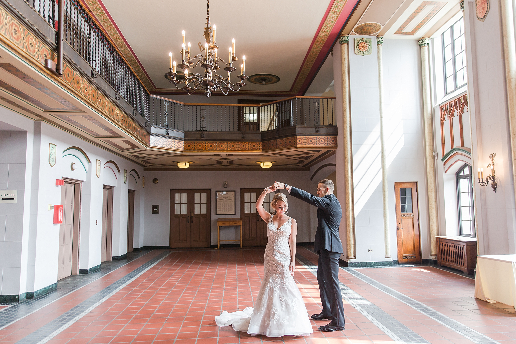 masonic-temple-iconic-wedding-photography-in-detroit-michigan-by-courtney-carolyn-photography_0020.jpg