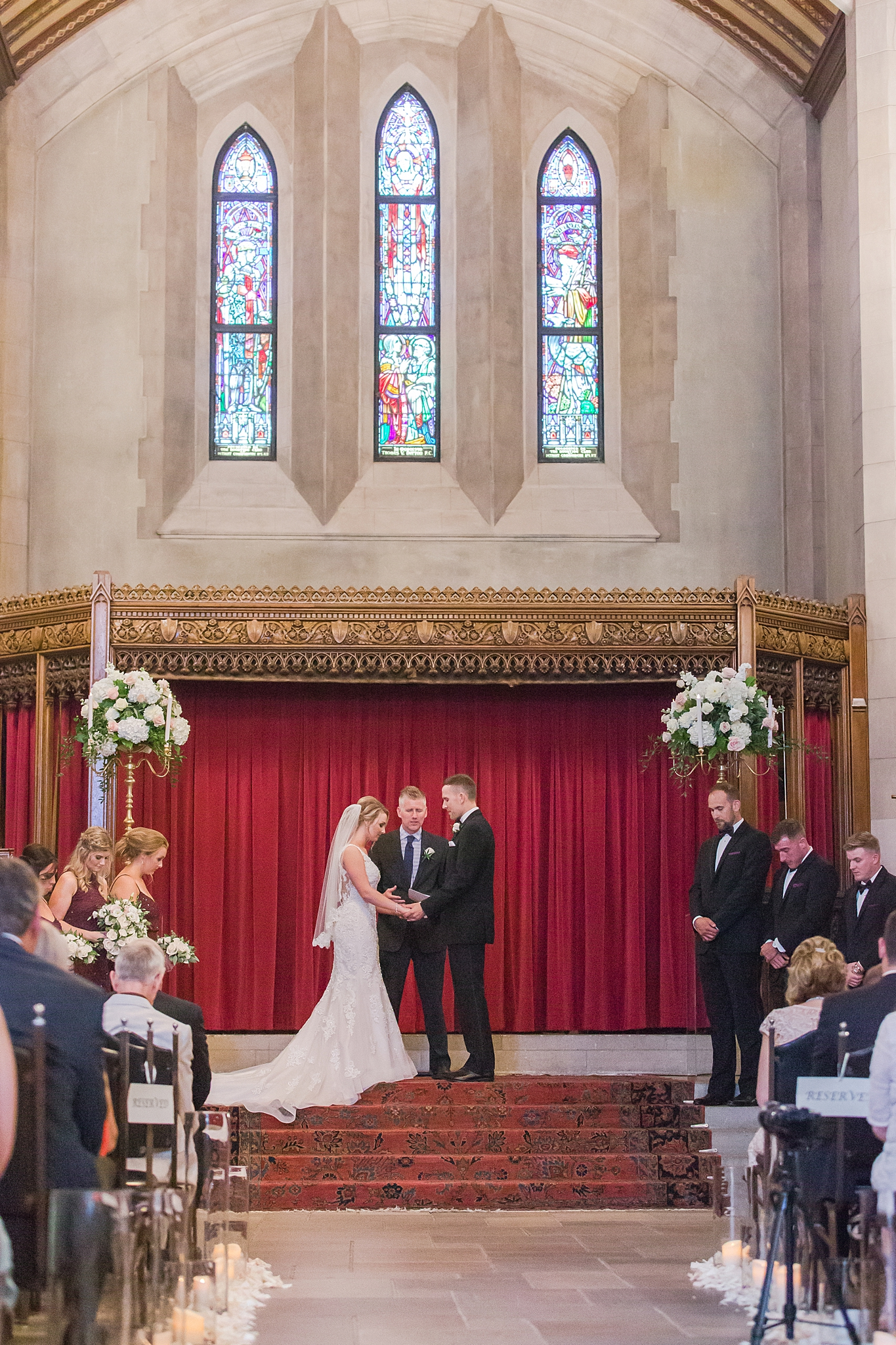 masonic-temple-iconic-wedding-photography-in-detroit-michigan-by-courtney-carolyn-photography_0046.jpg