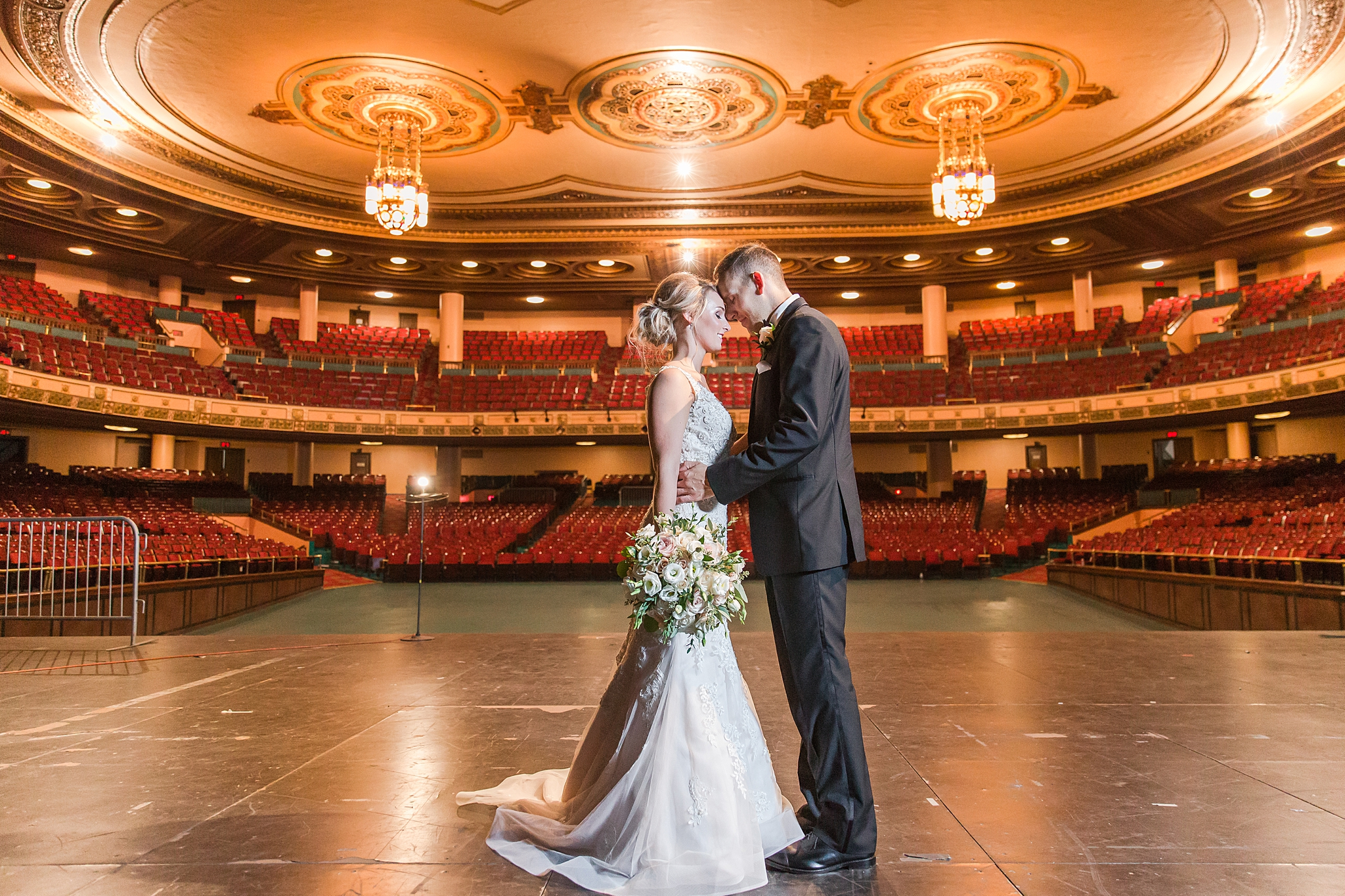 masonic-temple-iconic-wedding-photography-in-detroit-michigan-by-courtney-carolyn-photography_0051.jpg