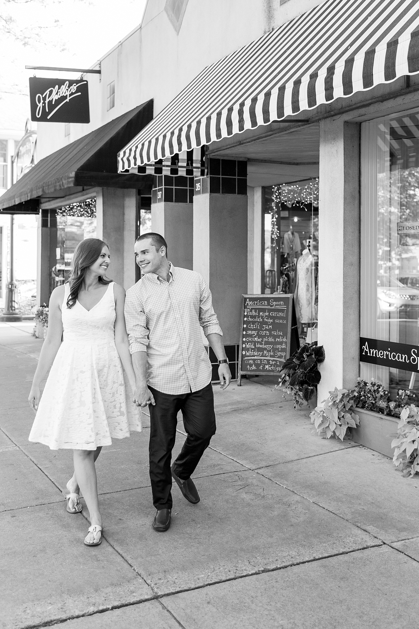 waterfront-lighthouse-engagement-photography-in-charlevoix-mi-by-courtney-carolyn-photography_0001.jpg