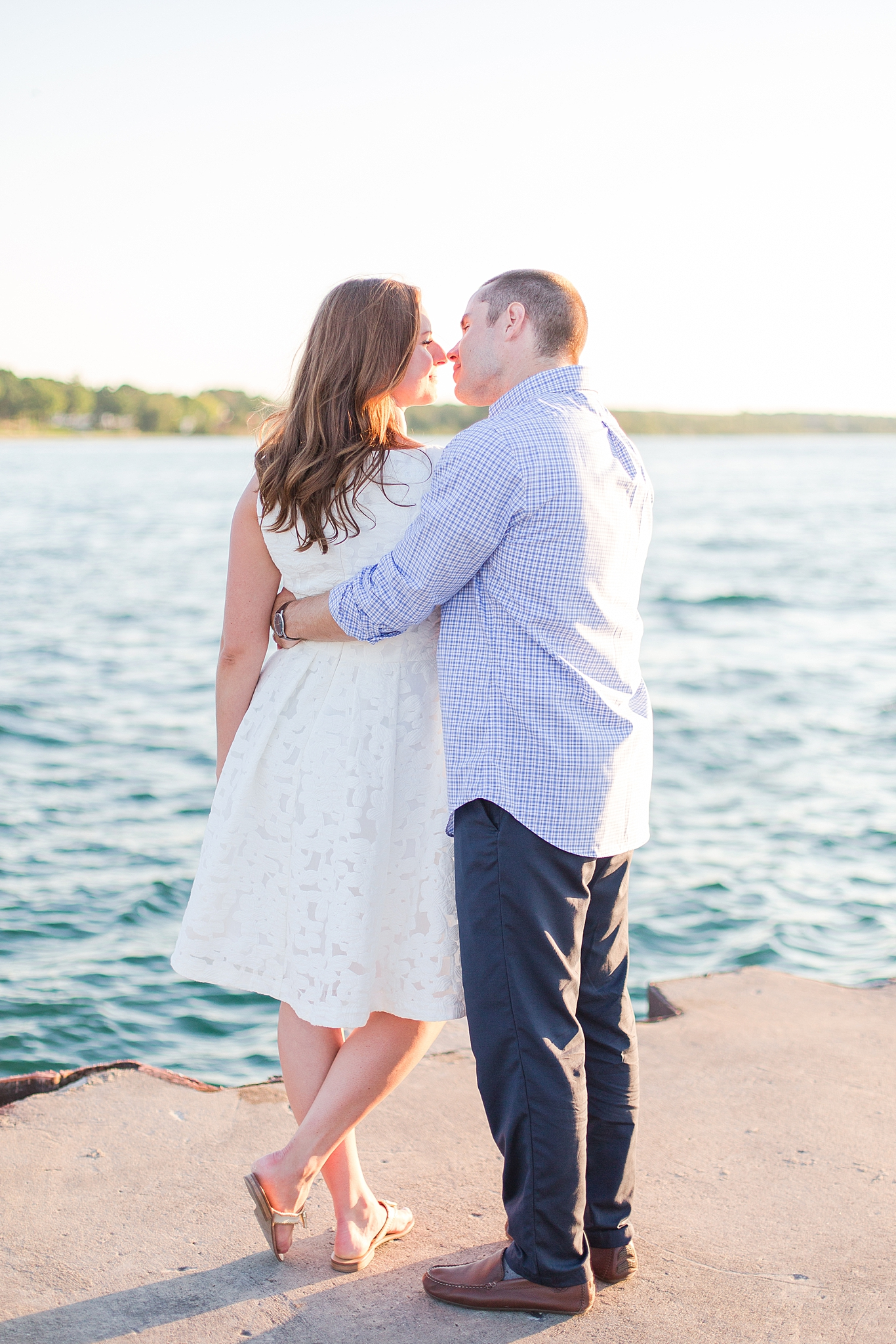 waterfront-lighthouse-engagement-photography-in-charlevoix-mi-by-courtney-carolyn-photography_0005.jpg