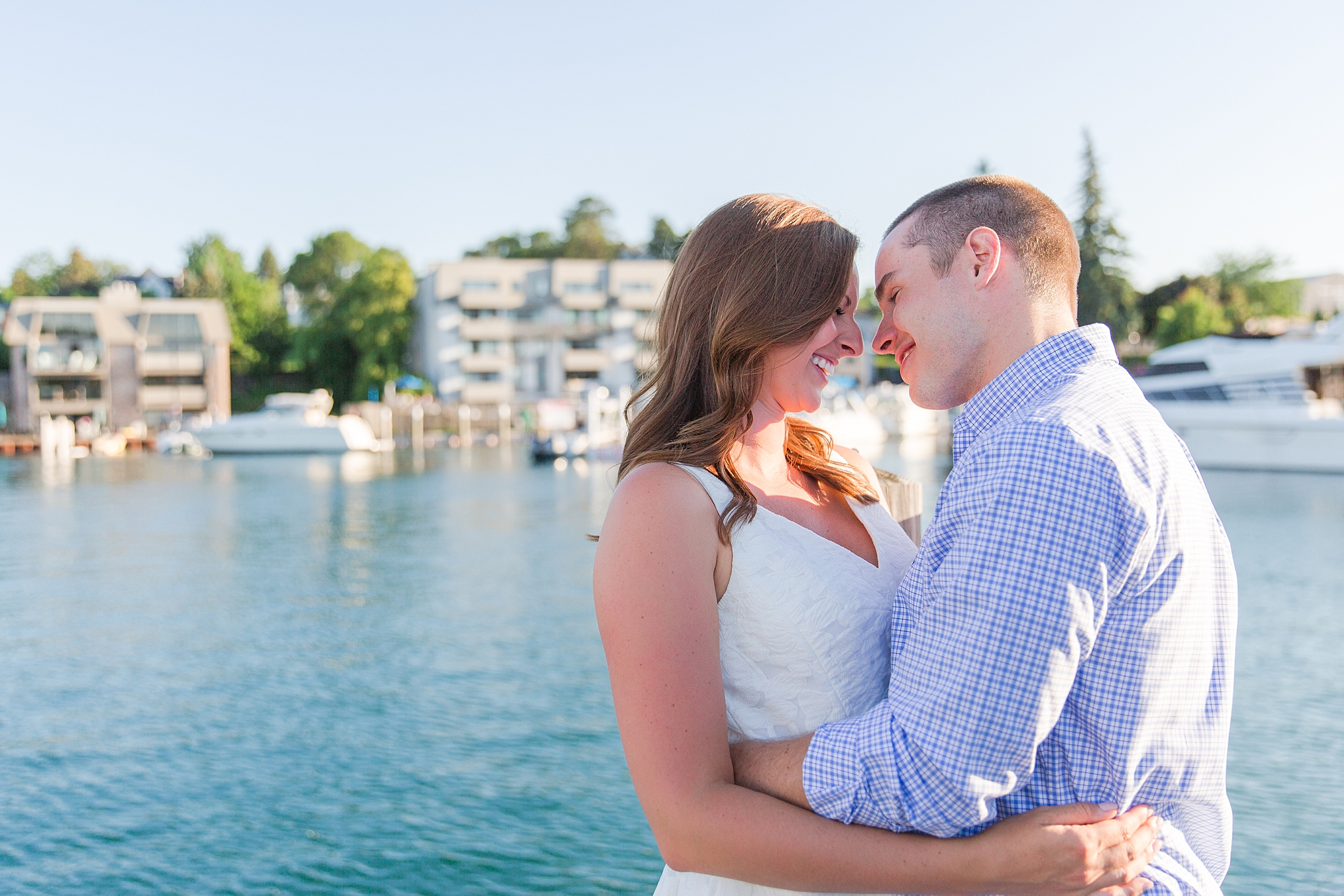 waterfront-lighthouse-engagement-photography-in-charlevoix-mi-by-courtney-carolyn-photography_0008.jpg