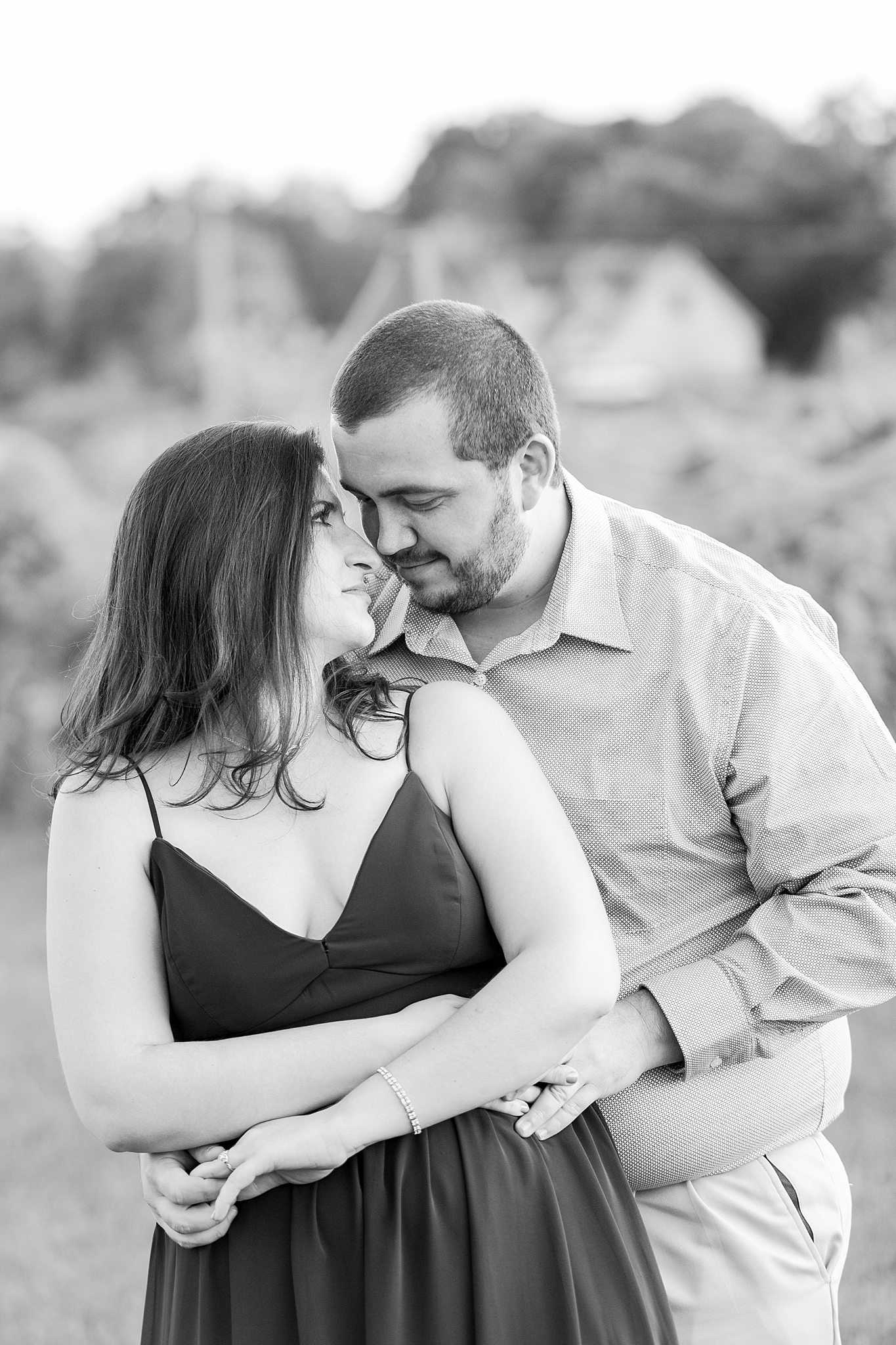 classic-vineyard-engagement-photography-in-lansing-mi-by-courtney-carolyn-photography_0003.jpg